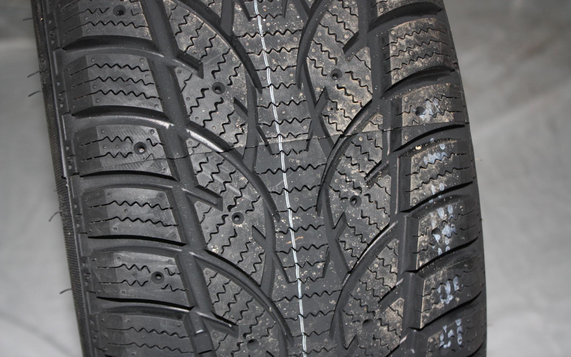 test de pneus d 39 hiver du guide de l 39 auto 28 39. Black Bedroom Furniture Sets. Home Design Ideas