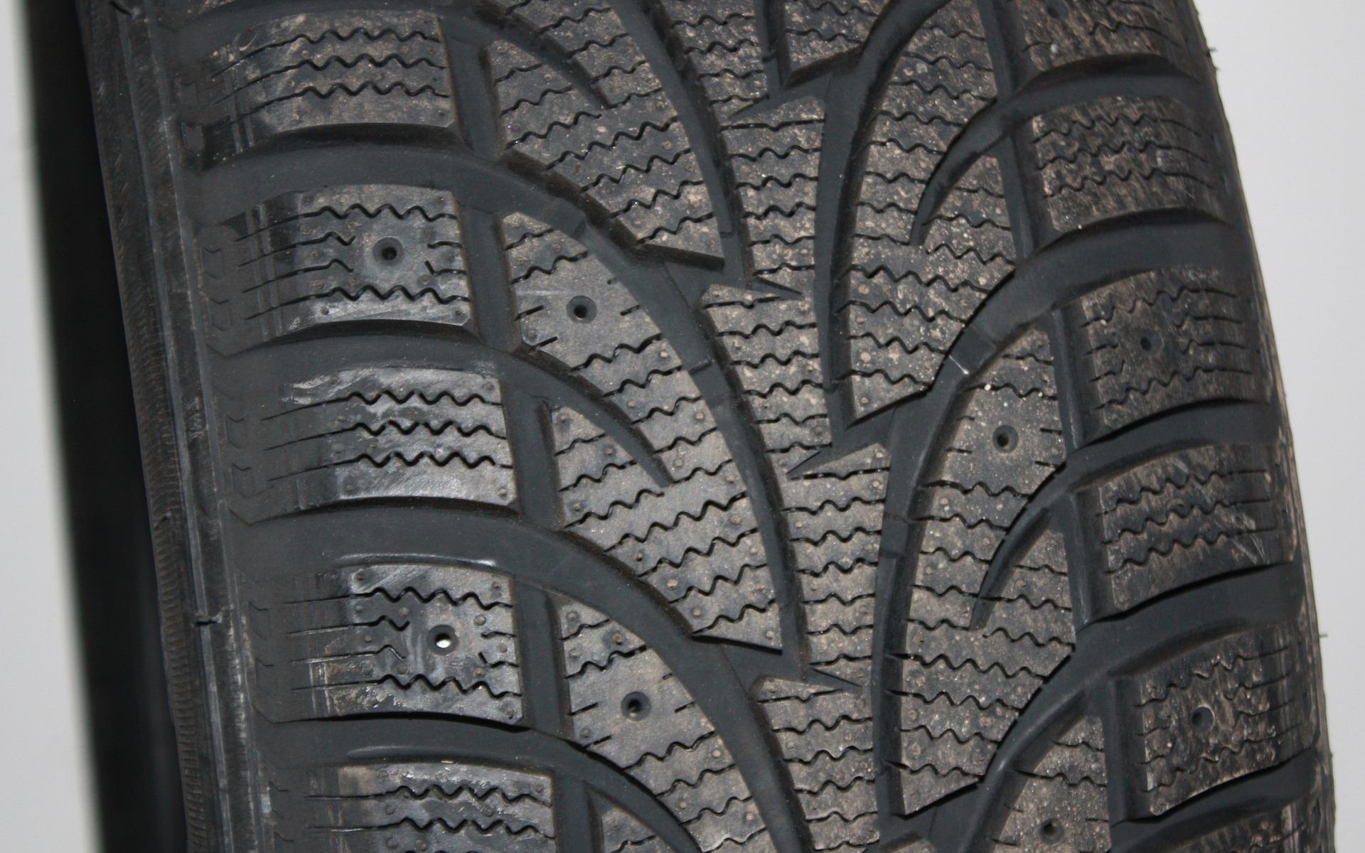 test de pneus d 39 hiver du guide de l 39 auto 30 39. Black Bedroom Furniture Sets. Home Design Ideas