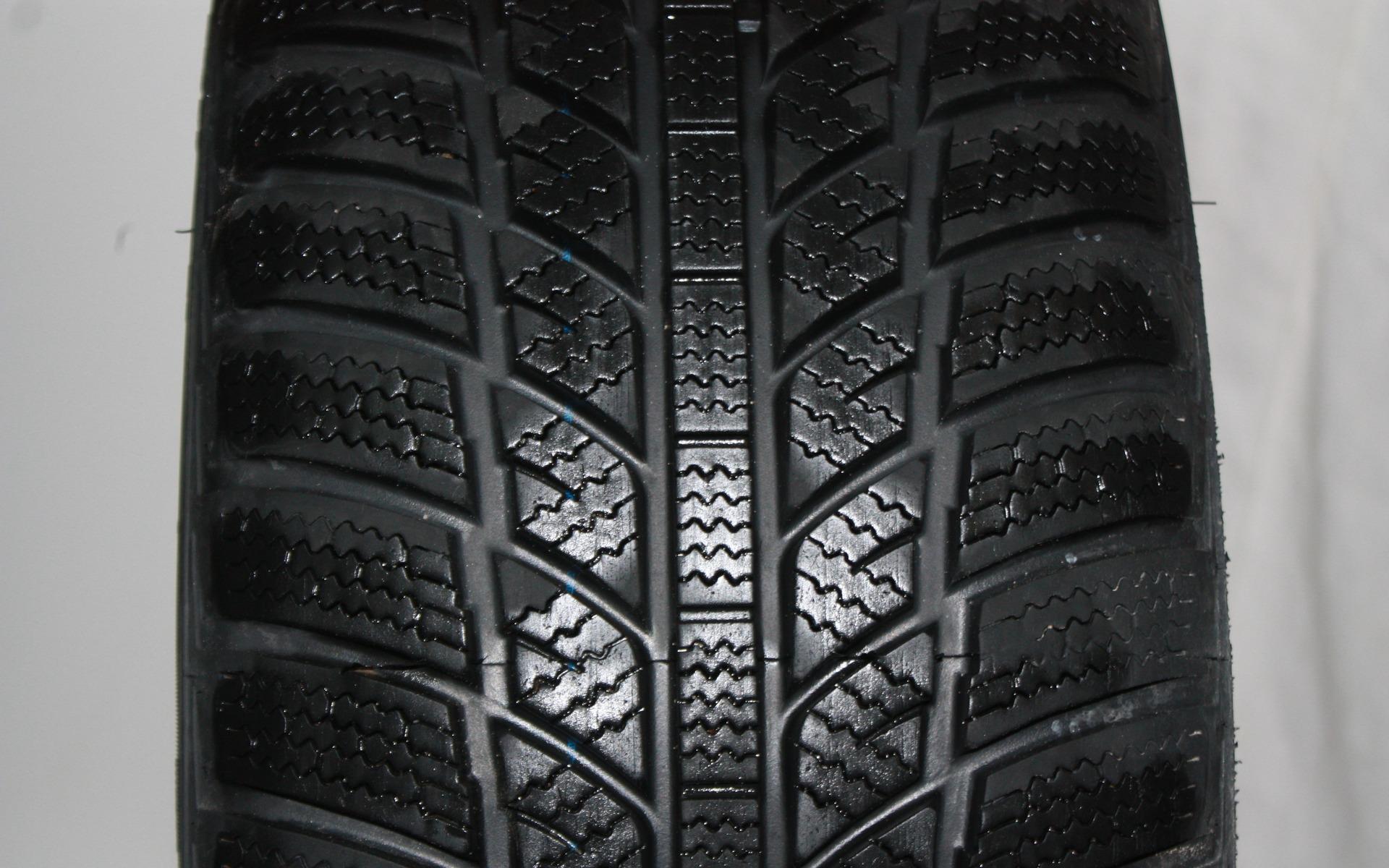 test de pneus d 39 hiver du guide de l 39 auto 39 39. Black Bedroom Furniture Sets. Home Design Ideas