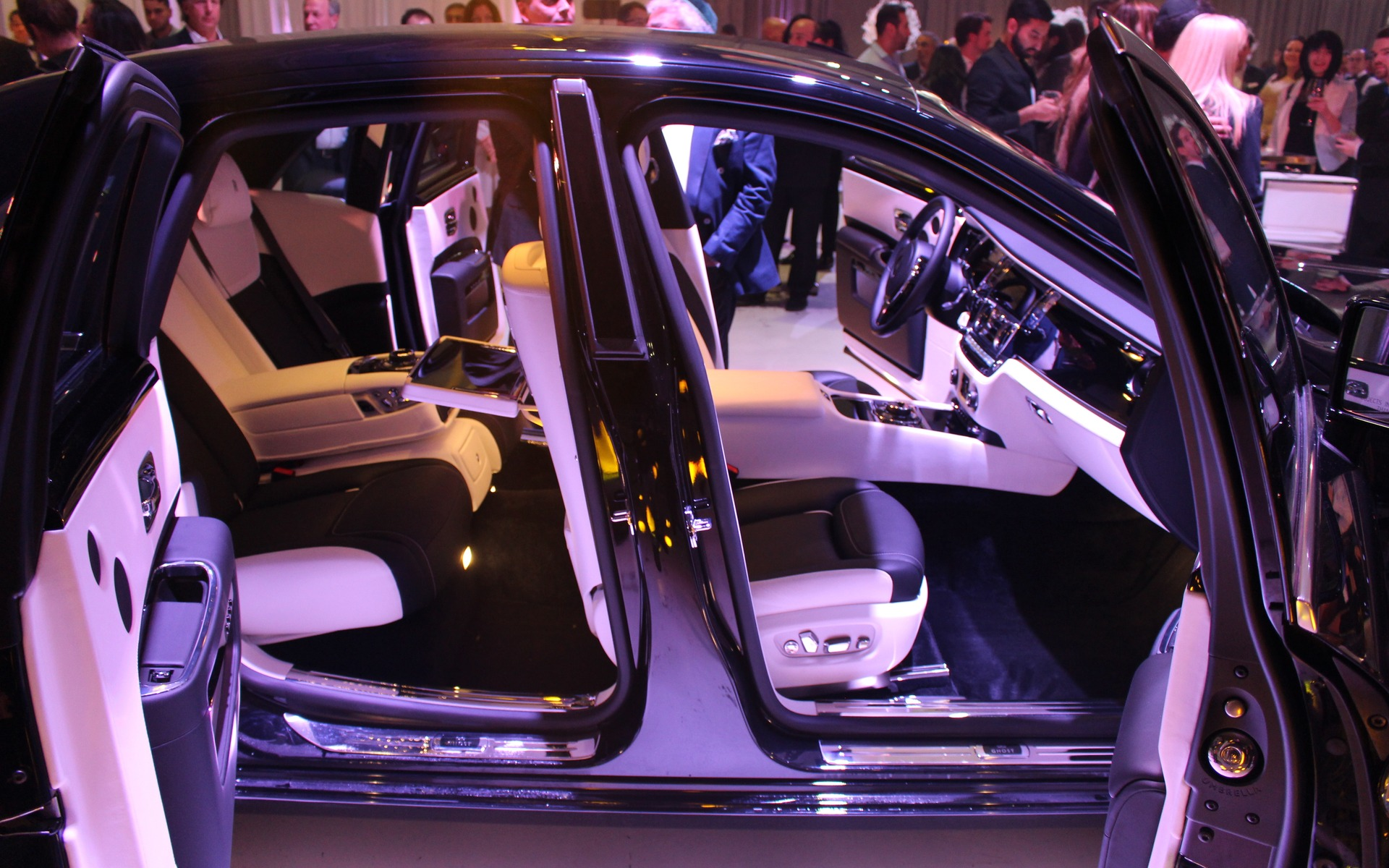 <p>2017 Rolls-Royce Ghost Black Badge</p>