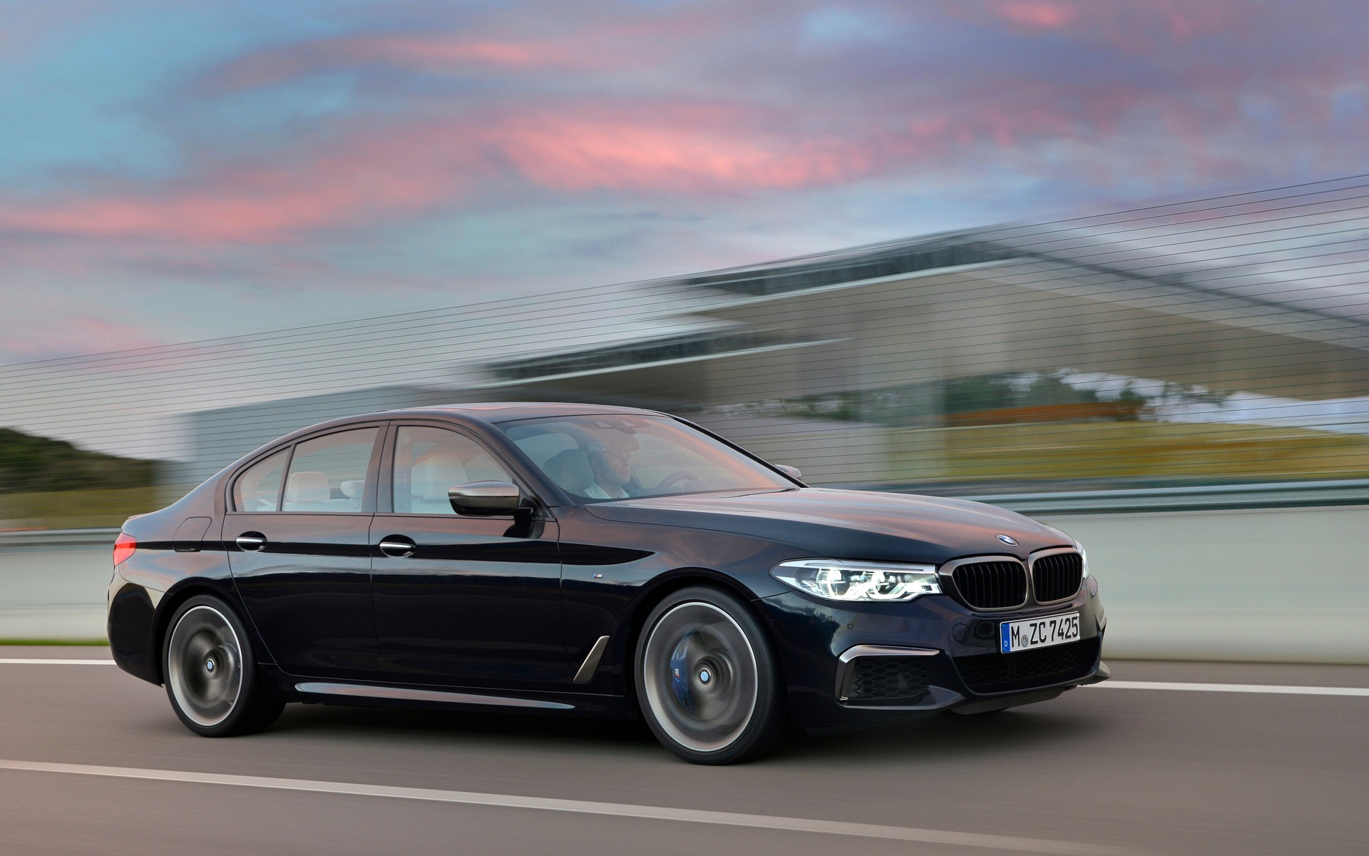 a pair of new 2017 bmw 5 series variants for detroit the car guide. Black Bedroom Furniture Sets. Home Design Ideas
