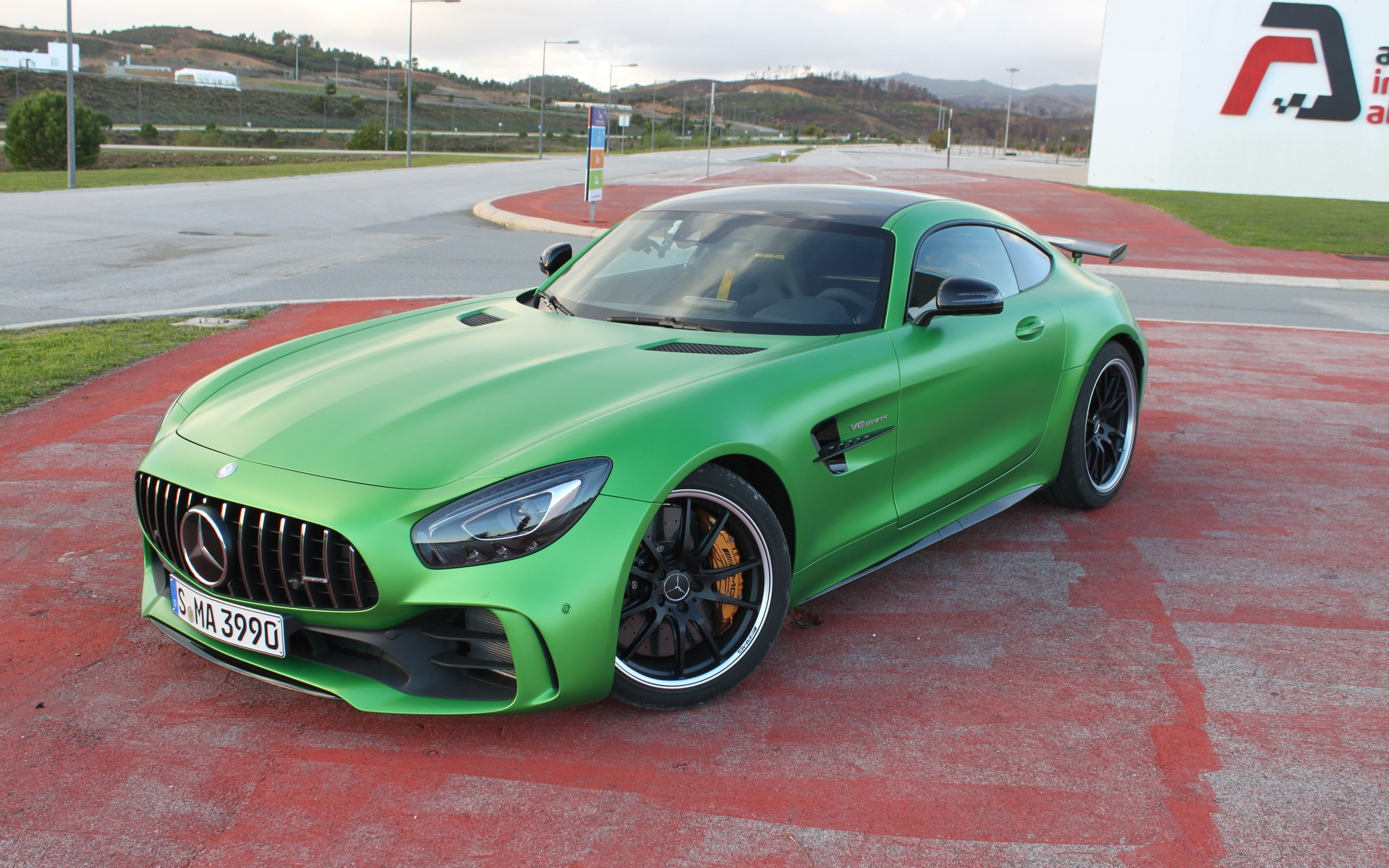 mercedes amg gt r 2018 la voiture verte de l ann e guide auto. Black Bedroom Furniture Sets. Home Design Ideas