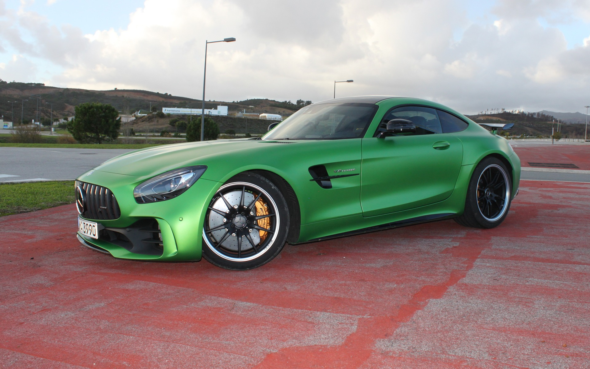 mercedes amg gt r 2018 la voiture verte de l ann e 2 50. Black Bedroom Furniture Sets. Home Design Ideas
