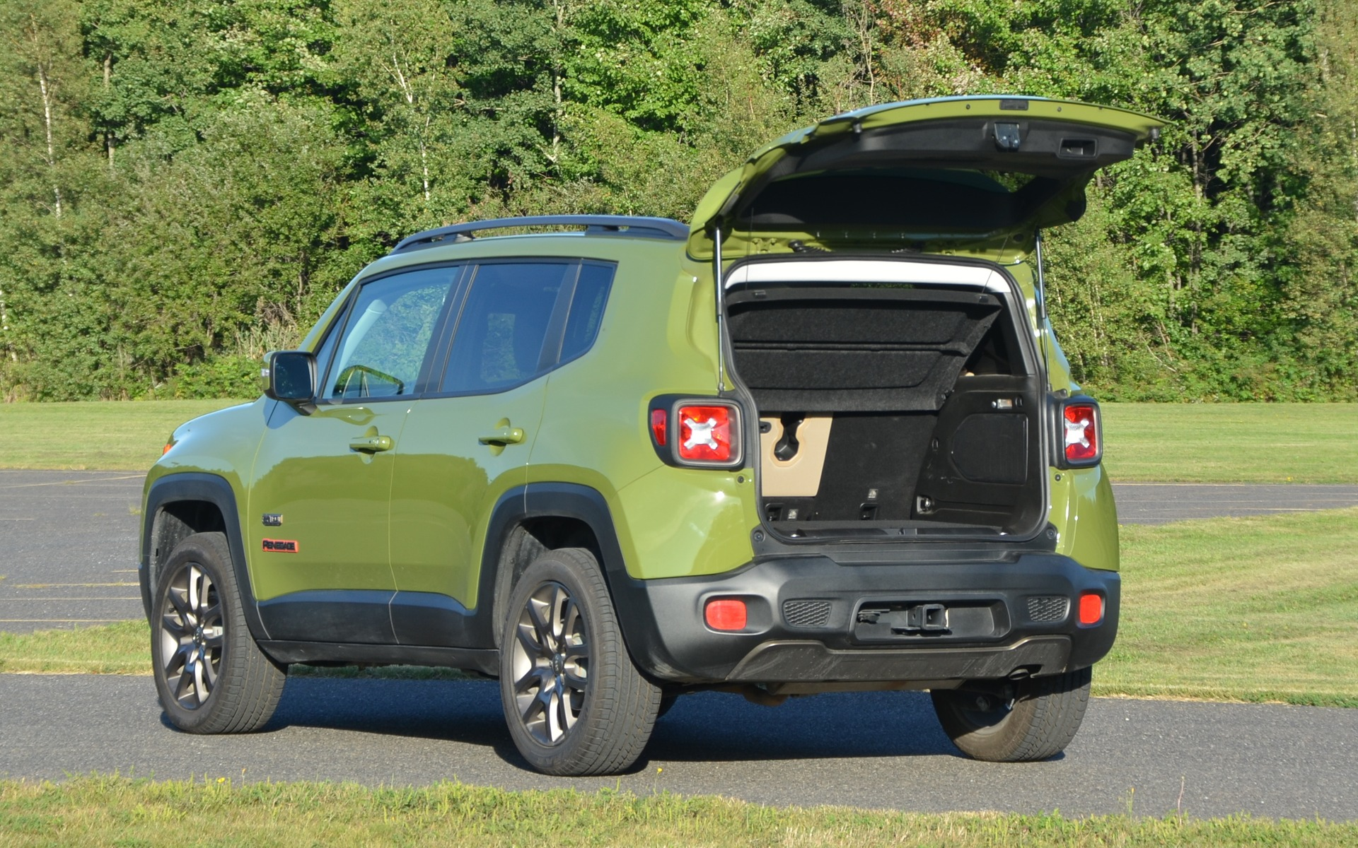 jeep renegade 2016 trop beau pour tre vrai guide auto. Black Bedroom Furniture Sets. Home Design Ideas