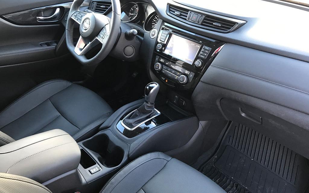 <p>2017 Nissan Rogue SL Platinum</p>