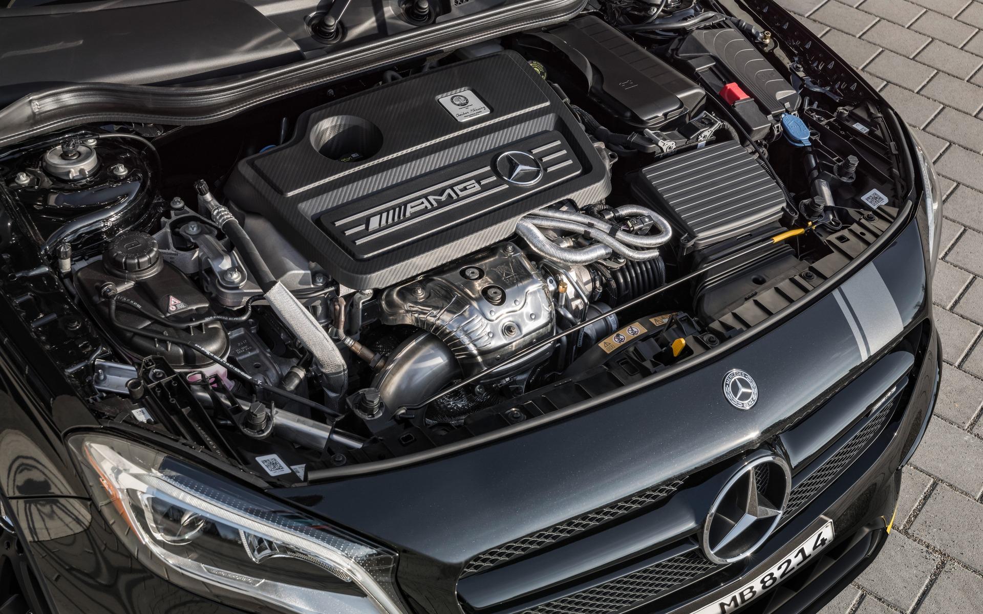 <p>Mercedes-AMG GLA 45 4MATIC 2018 avec l'ensemble Studio Performance.</p>