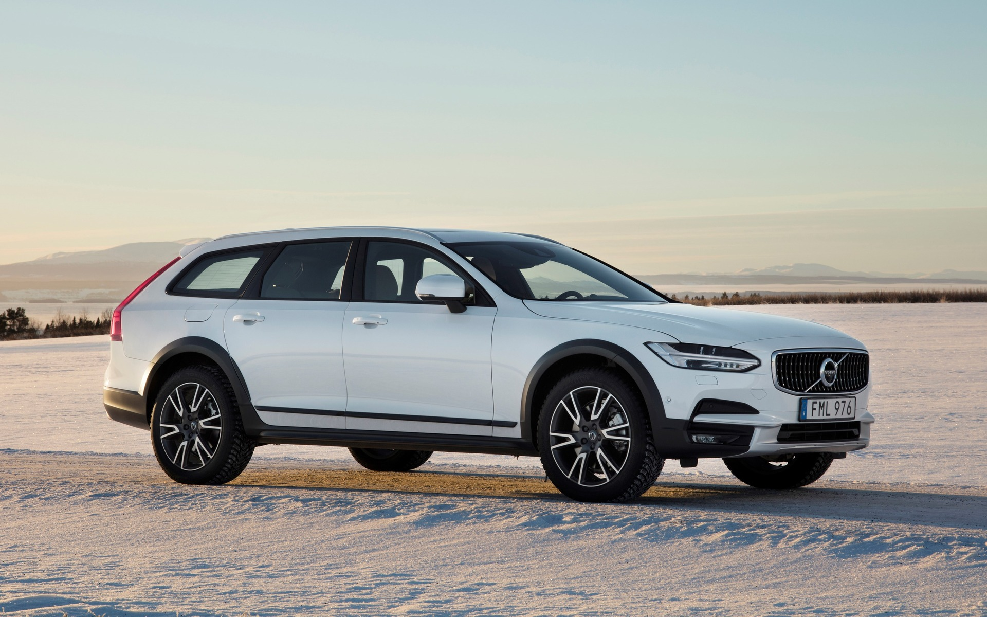 la volvo v90 cross country et le xc90 t8 sur glace en su de guide auto. Black Bedroom Furniture Sets. Home Design Ideas