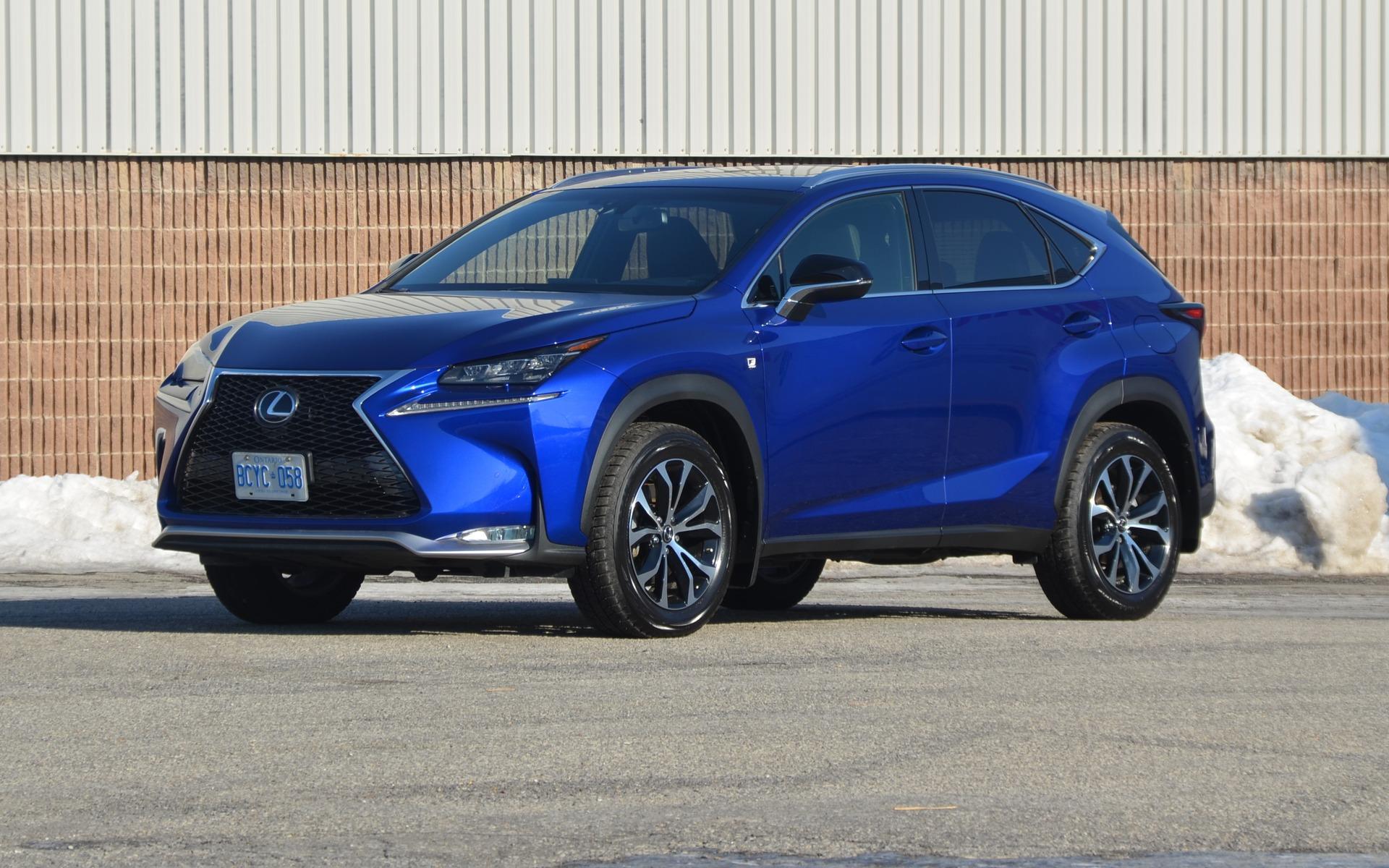 On aime ou on n'aime pas les lignes du Lexus NX!