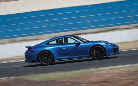 911 Carrera Gts >> 2018 Porsche 911 Carrera Gts The Brightest Stars In The
