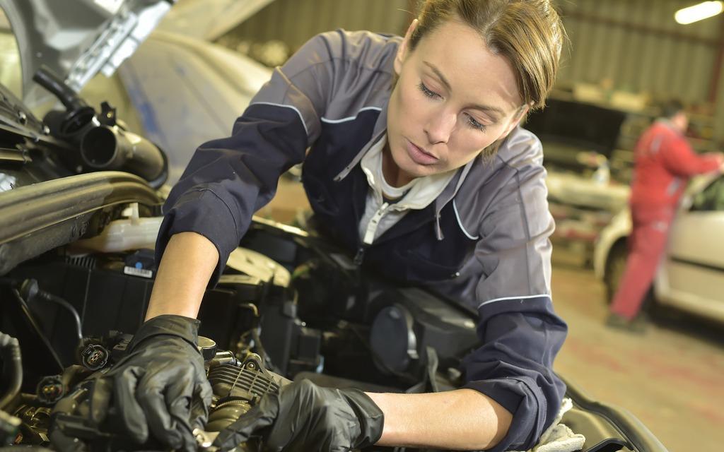 Les femmes dans les garages plus a change plus c est for Garage automobile le plus proche