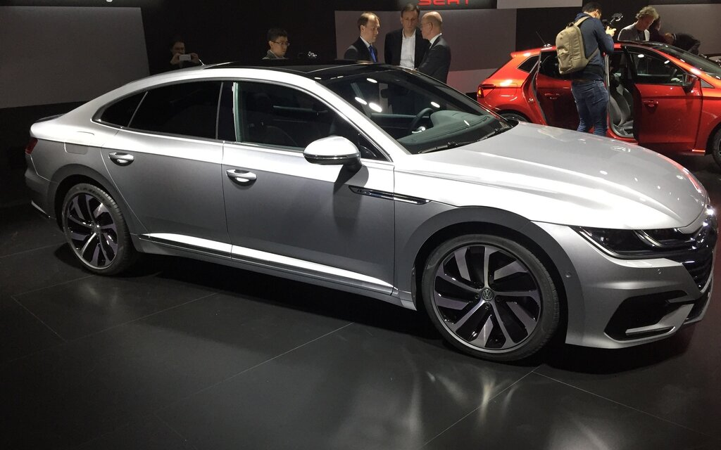 volkswagen arteon unveiled  geneva  car guide