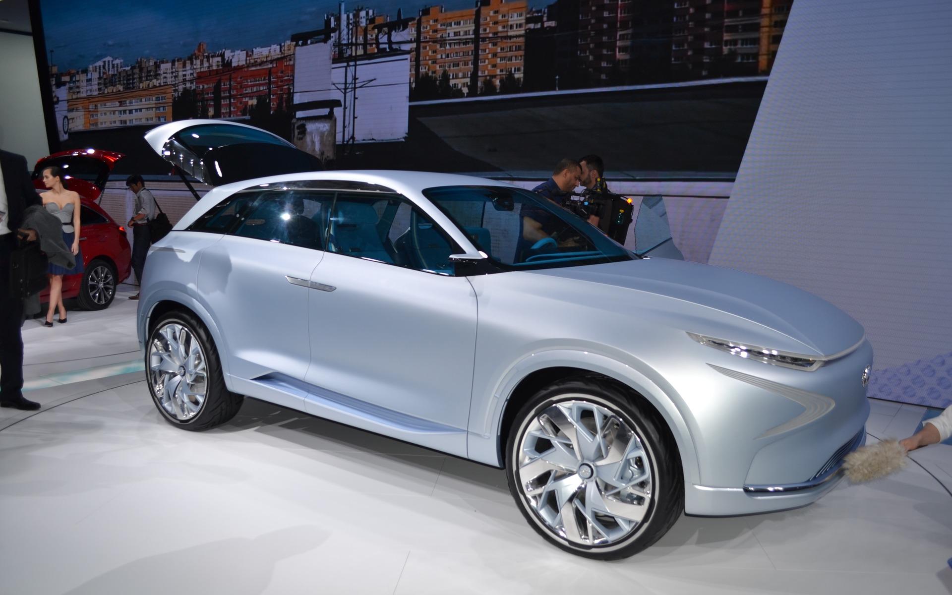 Hyundai fe concept 100 lectrique 800 km d 39 autonomie for Salon d auto geneve