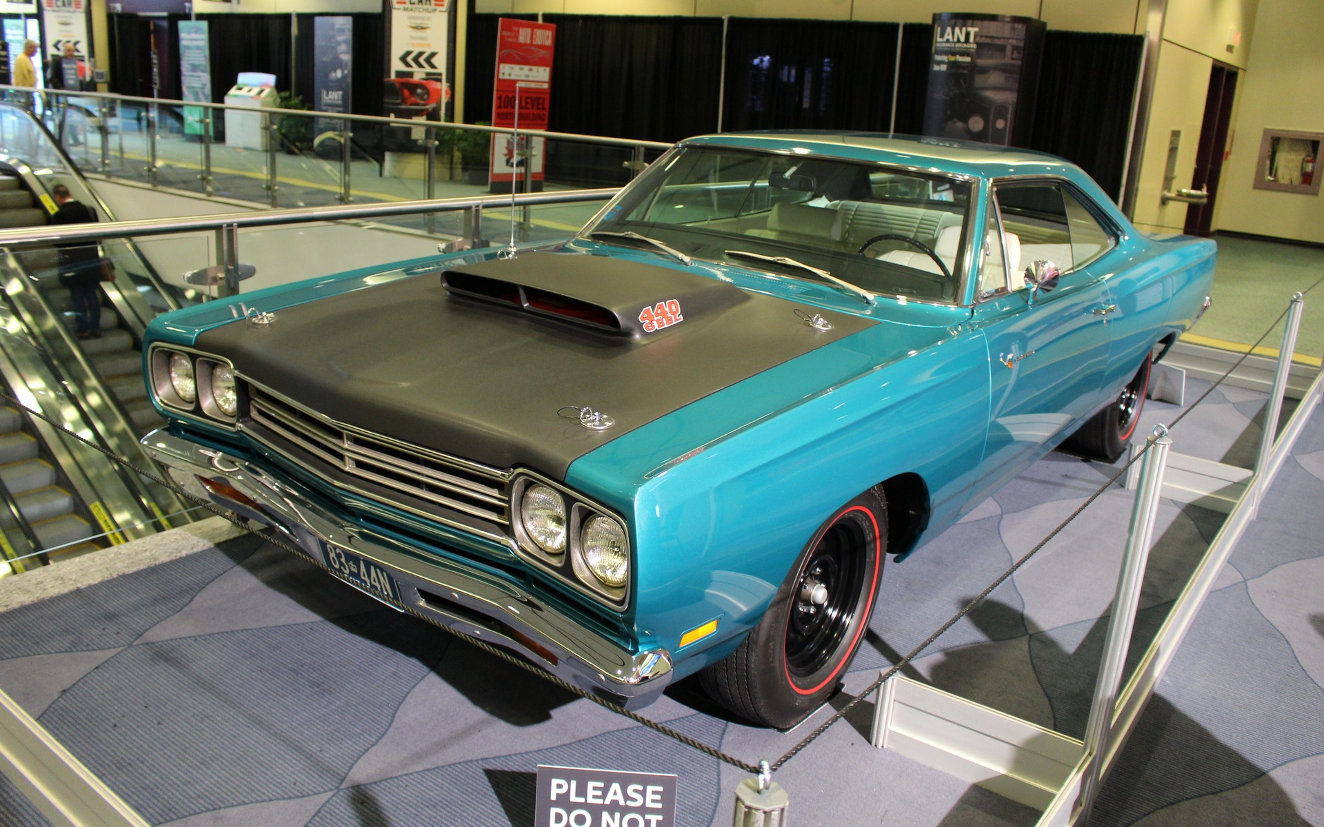 Classic Cars at the 2017 Toronto Auto Show - 1/39