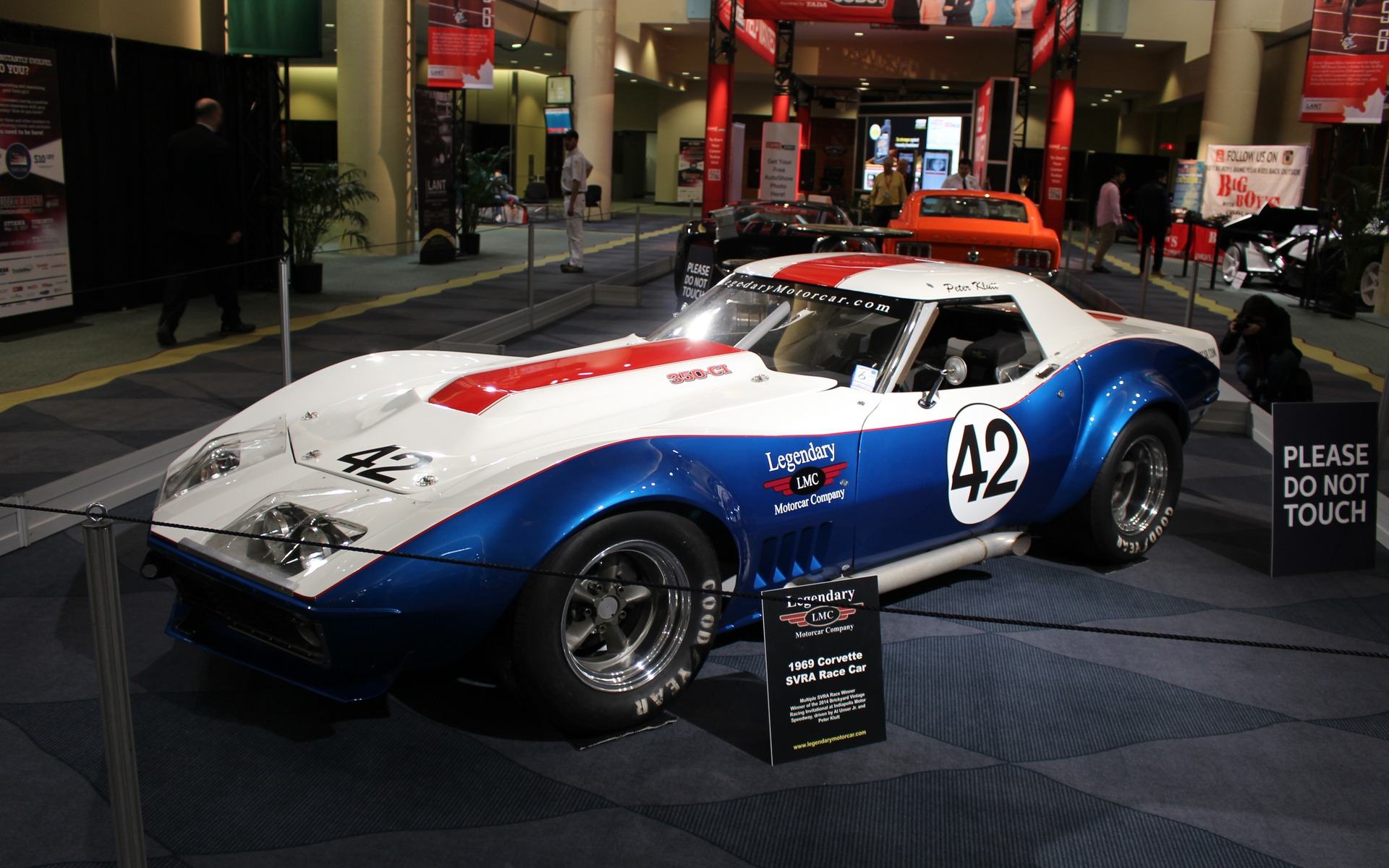 Classic Cars at the 2017 Toronto Auto Show - 7/39