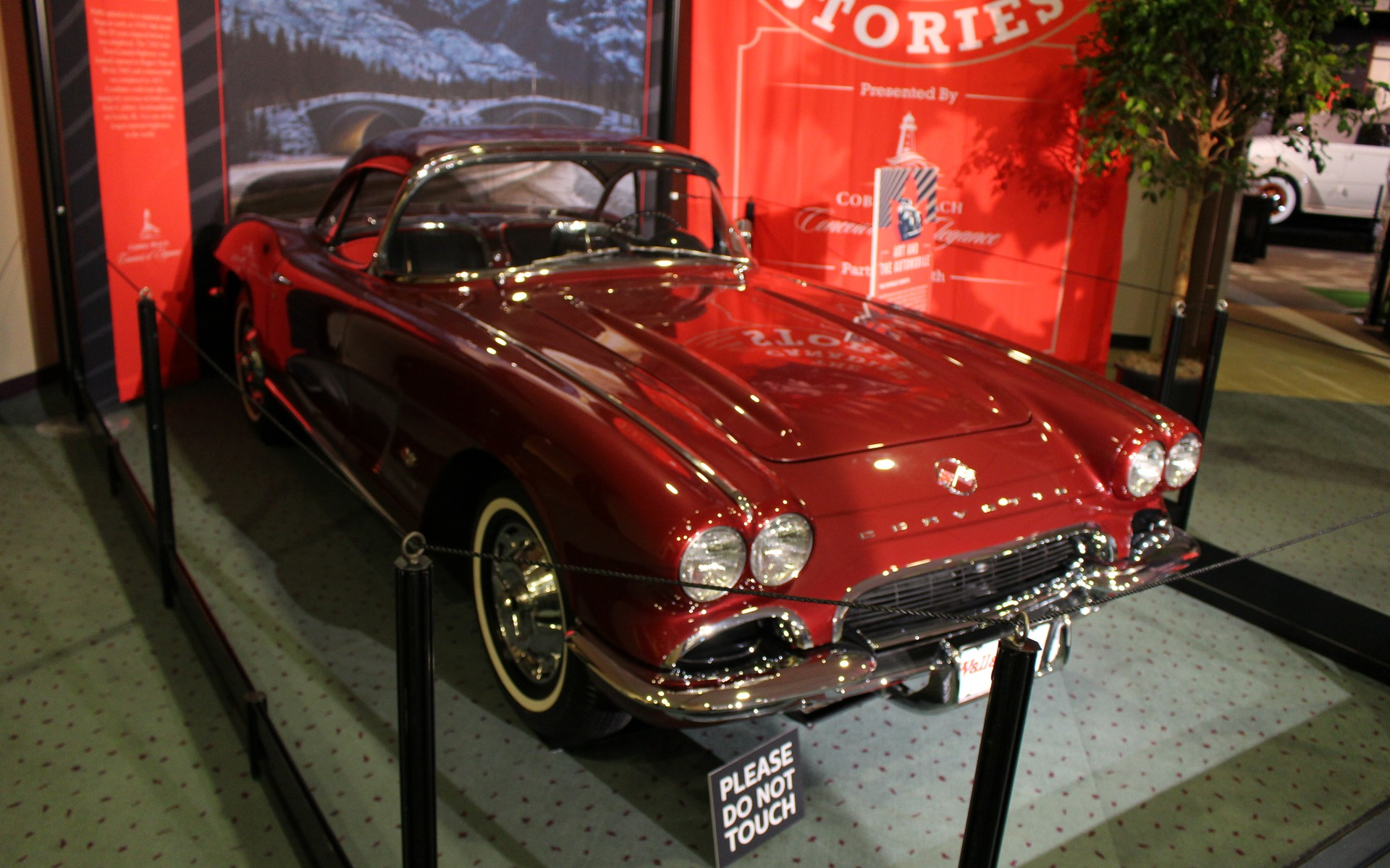 Classic Cars at the 2017 Toronto Auto Show - 12/39