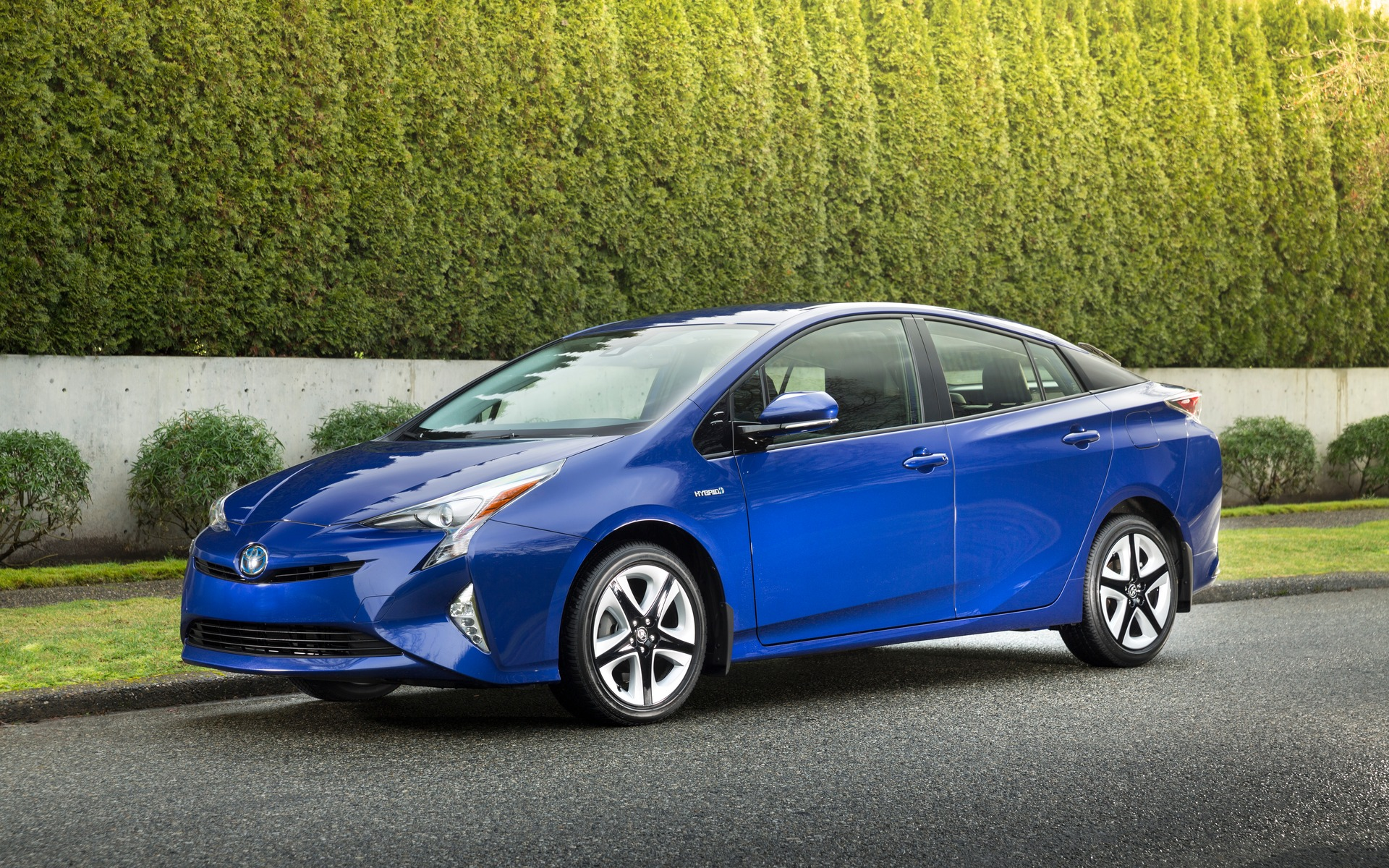 <p>Toyota Prius, 2017 Canadian Green Car of the Year according to AJAC.</p>
