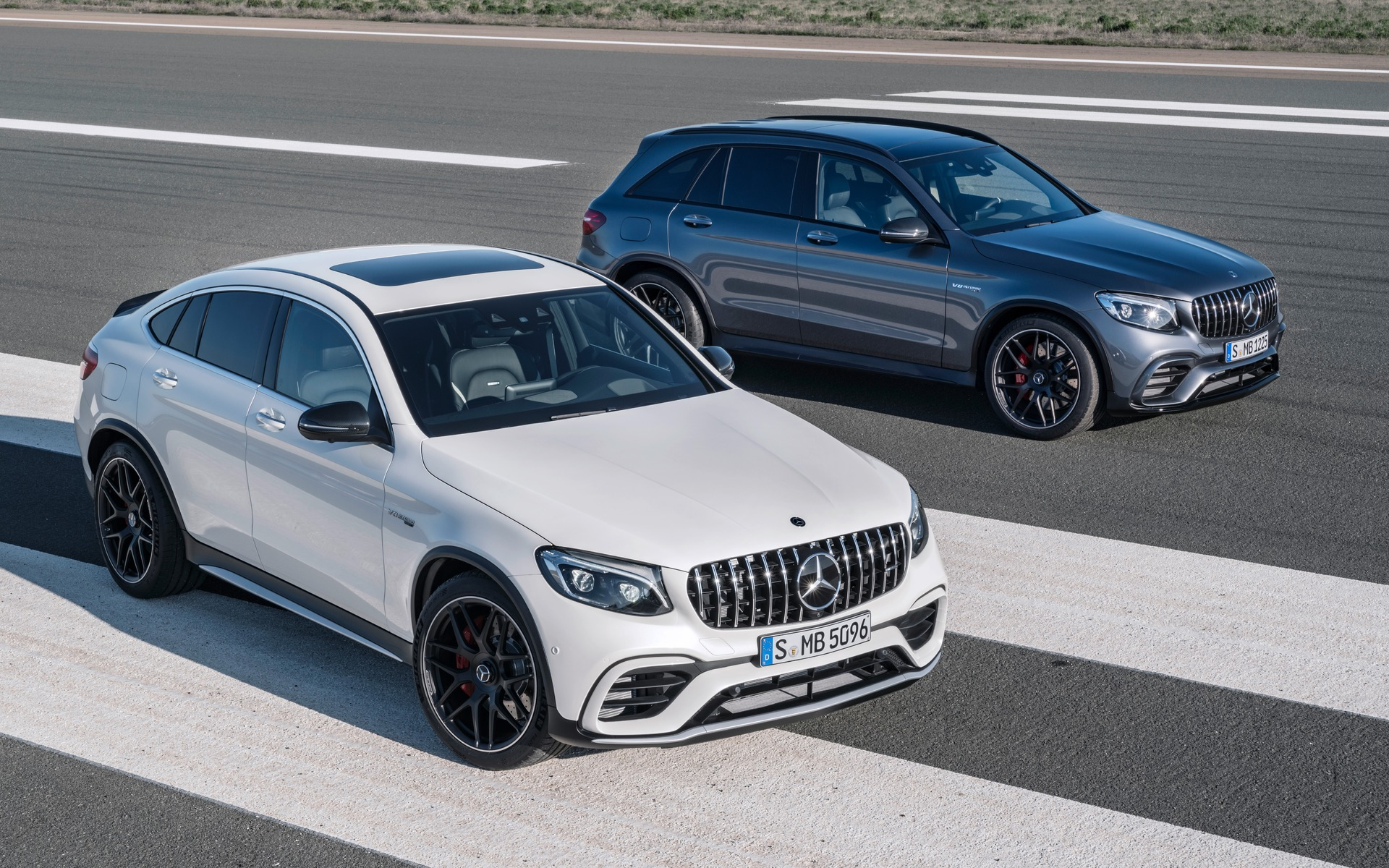 2018 Mercedes-Benz GLC: New AMG GLC63 Models, Price >> 2018 Mercedes Benz Glc 63 S 4matic Small Family Rocket The Car Guide