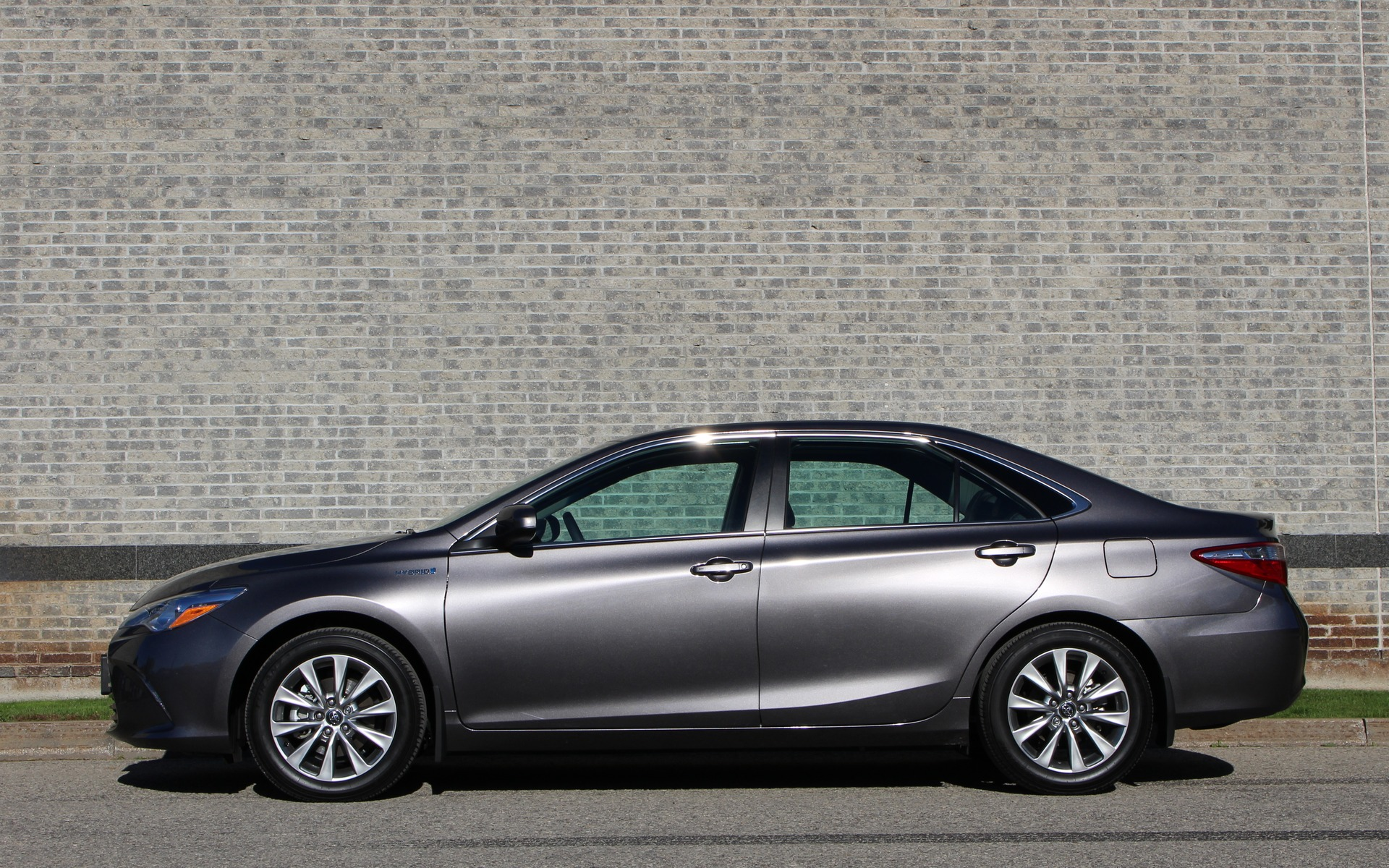 2017 Toyota Camry Hybrid Low On Excitement High On Dependability The Car Guide