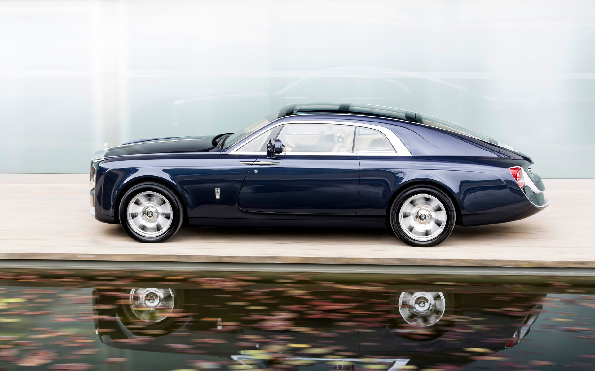 Rolls Royce Launches New Phantom Price Starts At Rs 9 5 Crore
