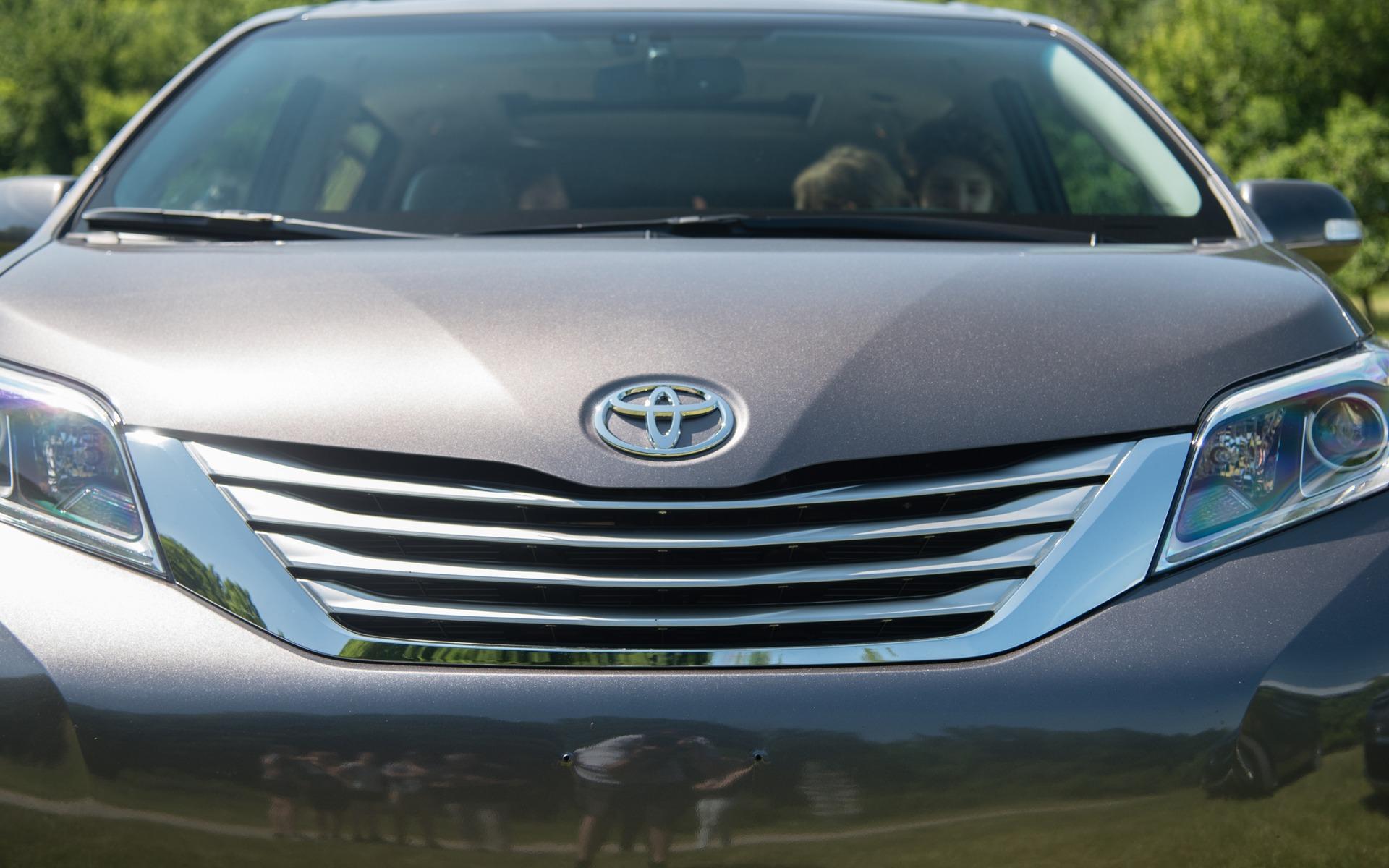 <p>#4. Toyota Sienna   298,8 points   49&nbsp;700$</p>