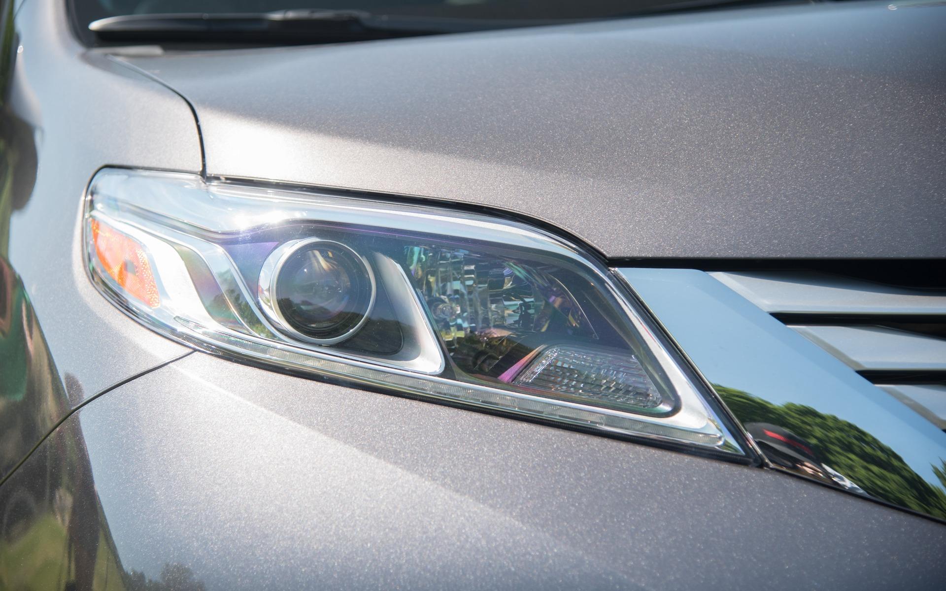 <p>#4. Toyota Sienna | 298,8 points | 49700$</p>