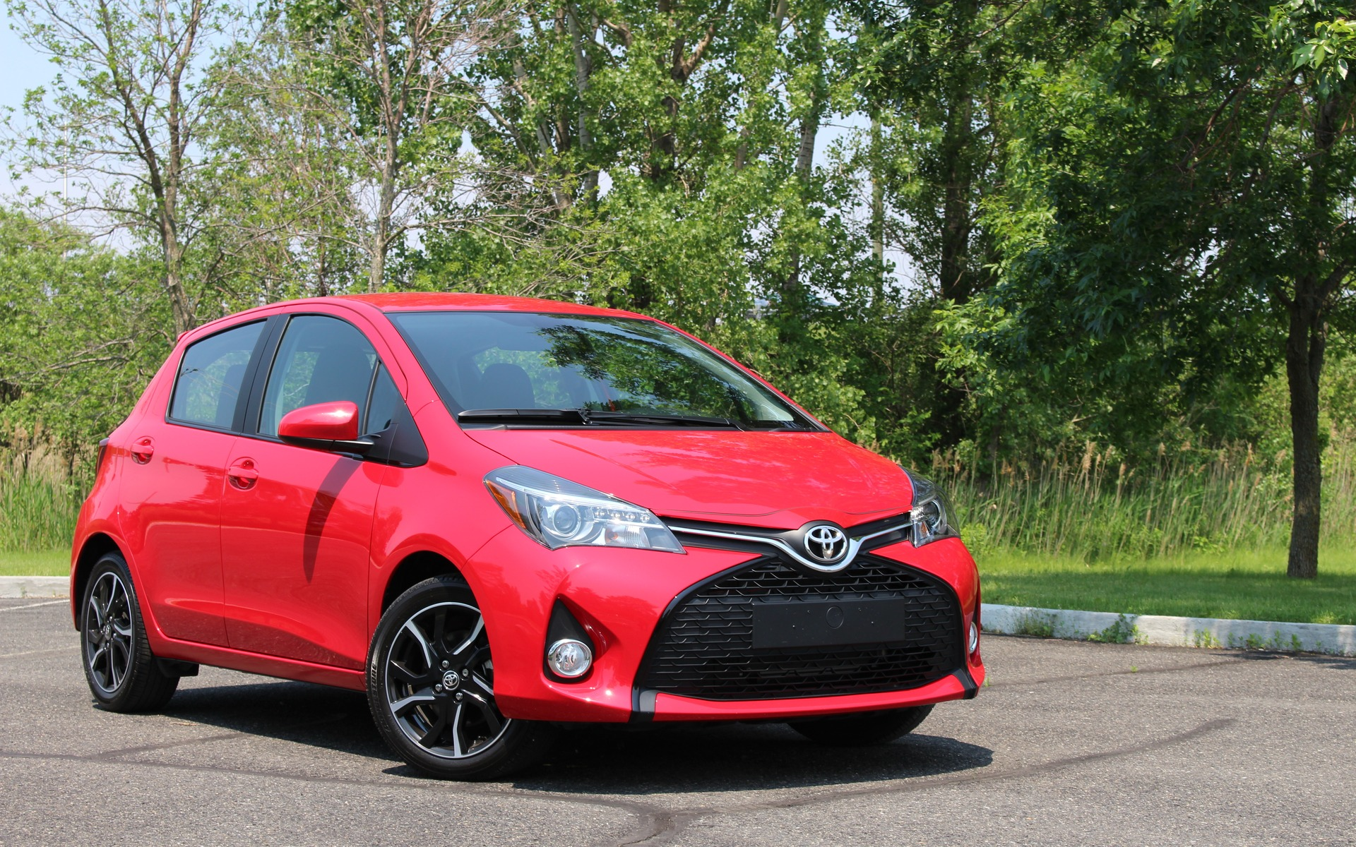 toyota yaris hatchback 2017 de a b guide auto. Black Bedroom Furniture Sets. Home Design Ideas