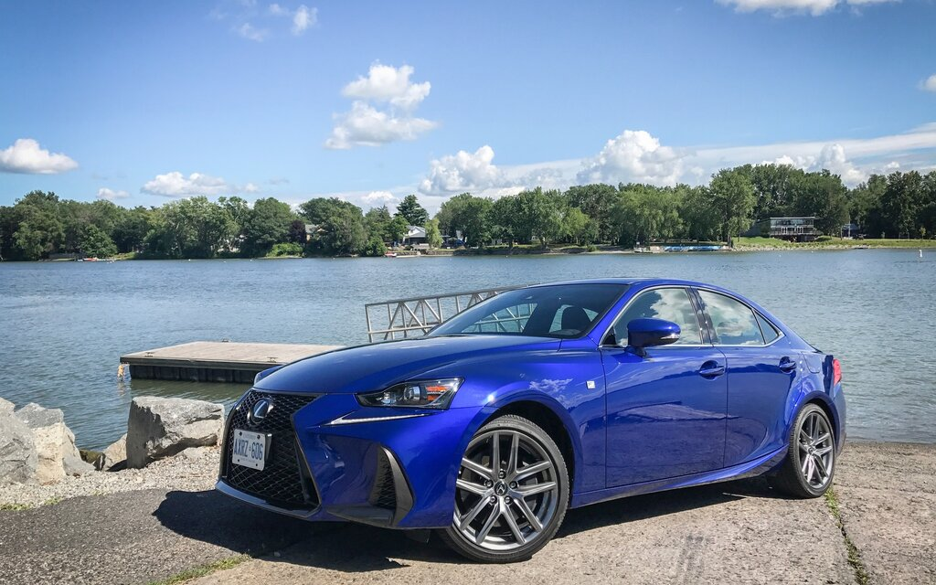 lexus is 350 f sport 2017 une berline sport pour le vrai monde guide auto. Black Bedroom Furniture Sets. Home Design Ideas