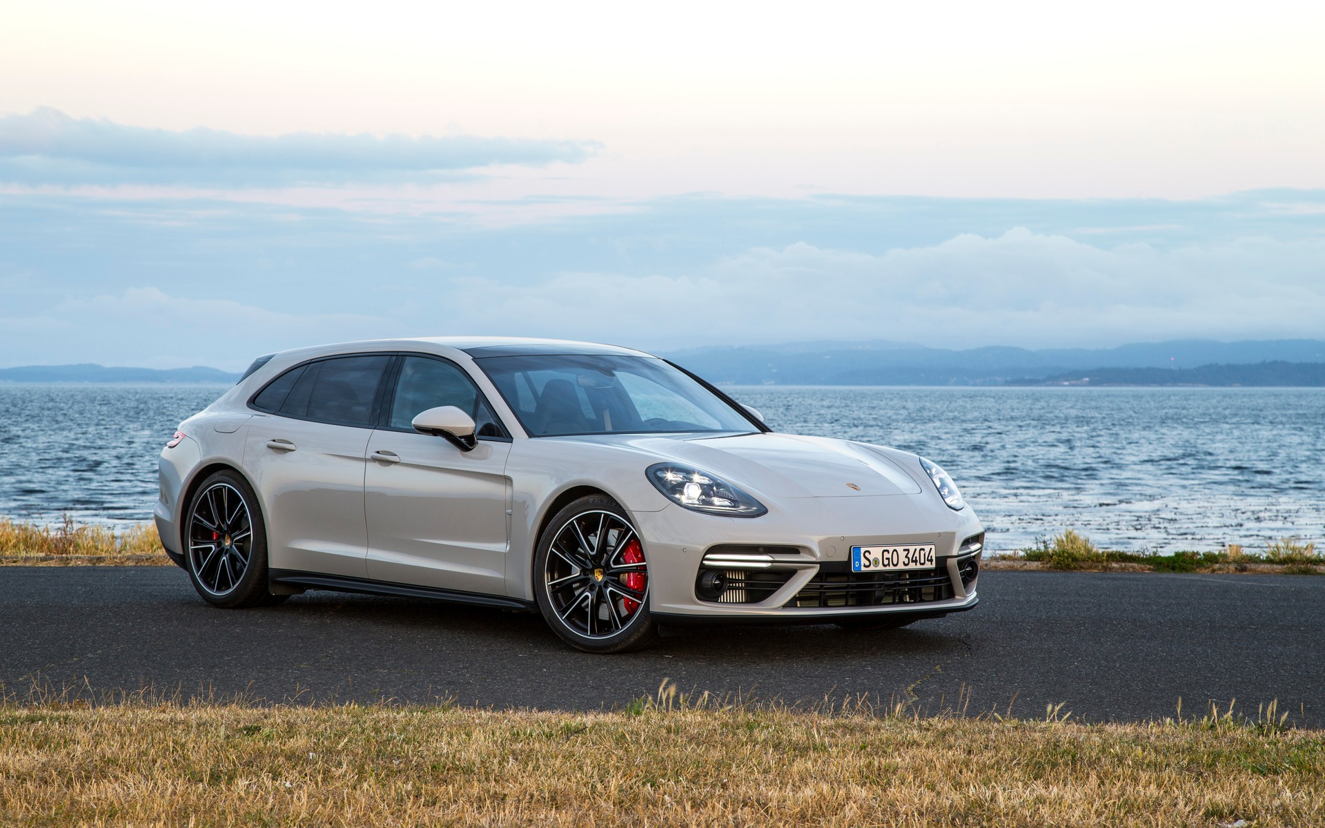 2018 porsche panamera sport turismo stylish and practical. Black Bedroom Furniture Sets. Home Design Ideas