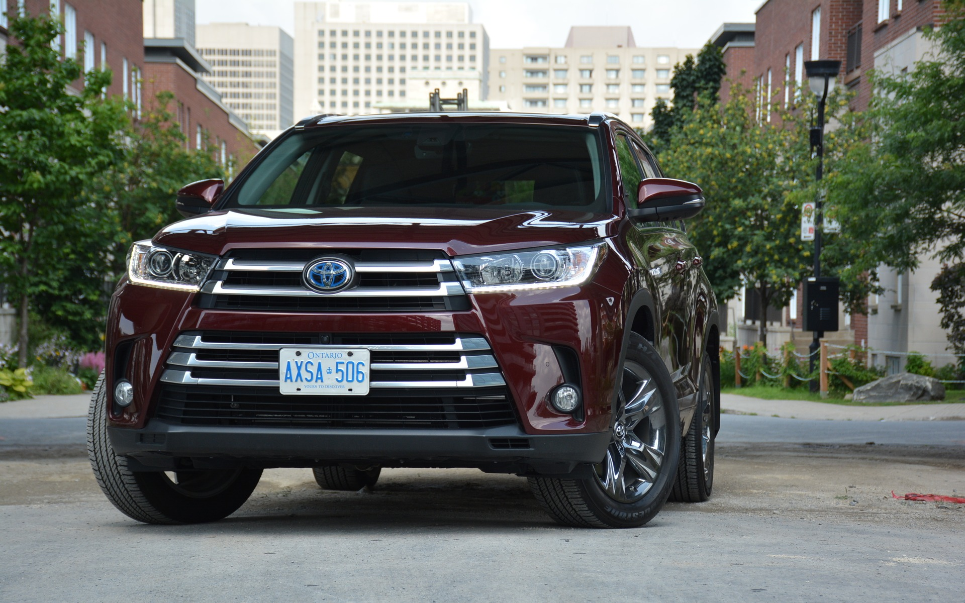 2017 Toyota Highlander Hybrid Checks All The Boxes The Car Guide
