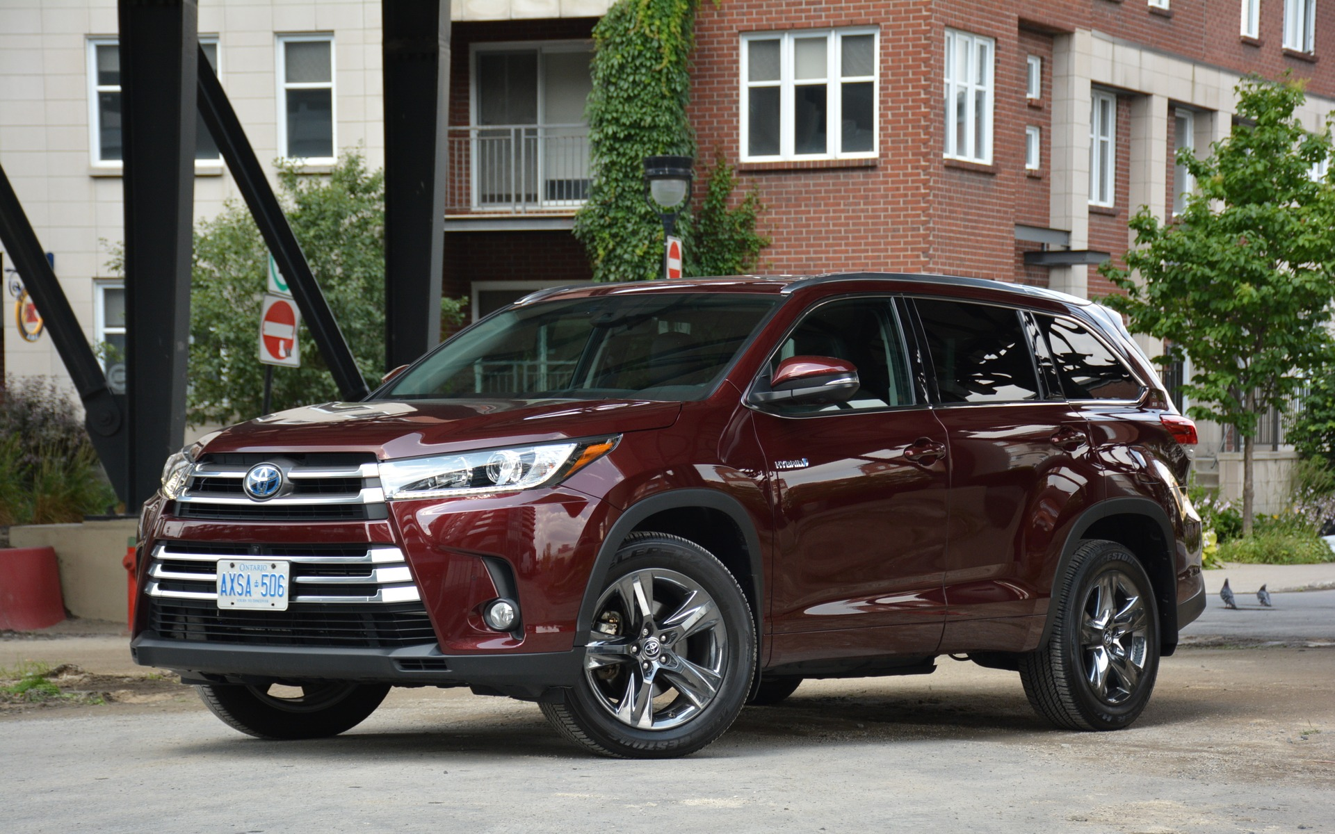 2017 Toyota Highlander Hybrid: Checks all the Boxes - 6/24