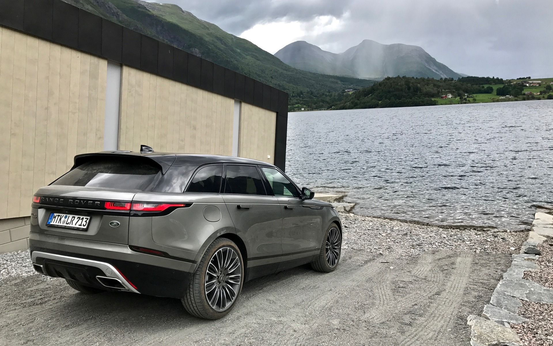 2018 range rover velar a distinguished off roader the car guide. Black Bedroom Furniture Sets. Home Design Ideas