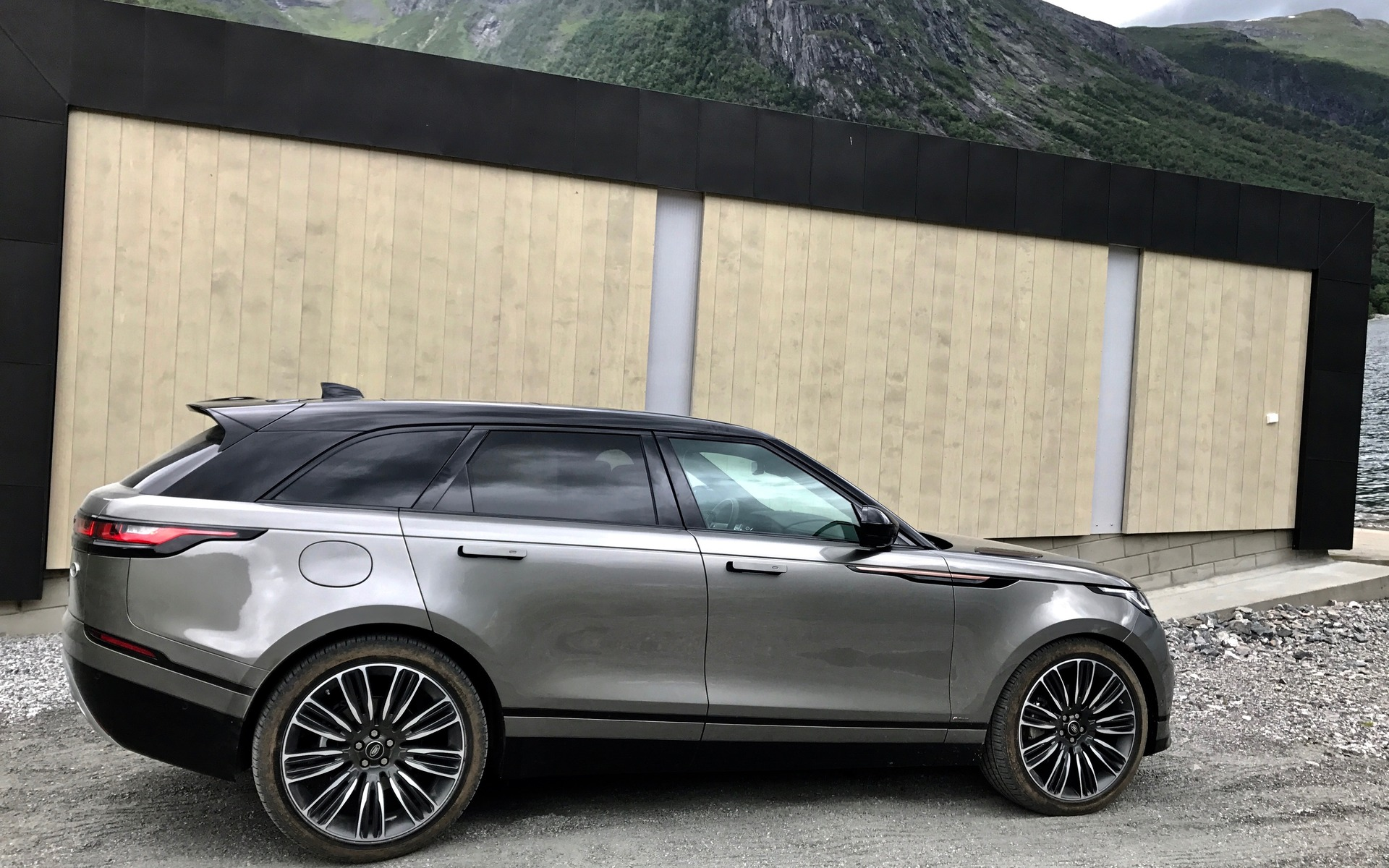 2018 Range Rover Velar: A Distinguished Off-roader - 29/34