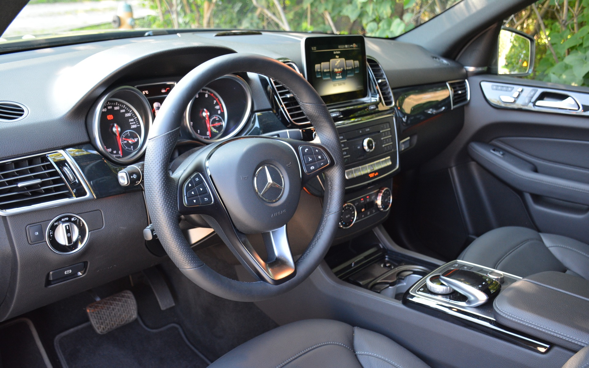 <p>The 2017 Mercedes-Benz GLE 550e</p>