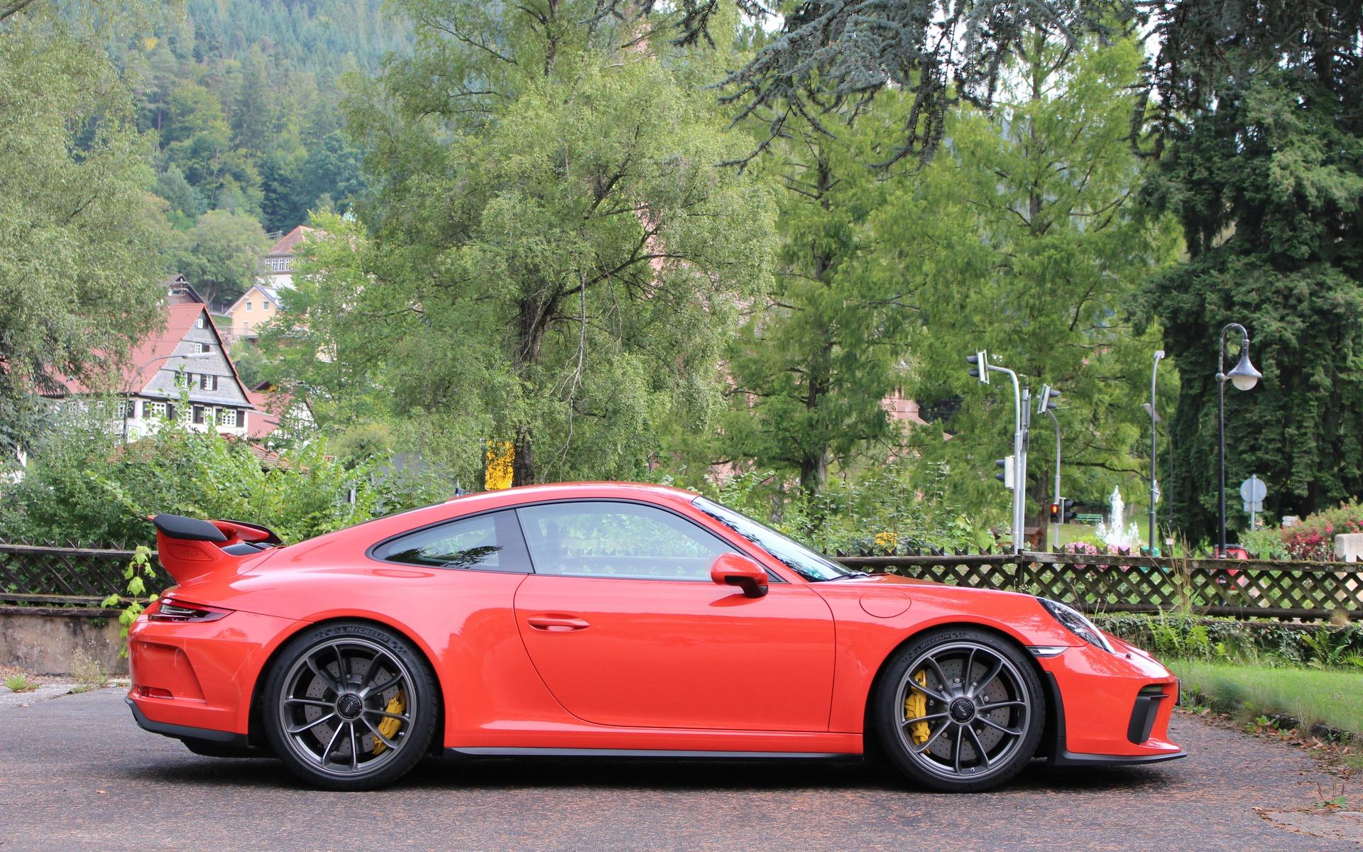 306186_2018_Porsche_911 Exciting Porsche 911 Gt2 La Centrale Cars Trend