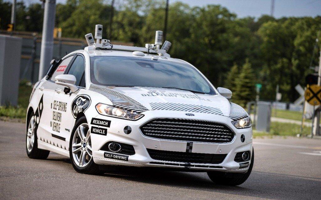 ford teste ses voitures autonomes avec l 39 aide de domino 39 s guide auto. Black Bedroom Furniture Sets. Home Design Ideas