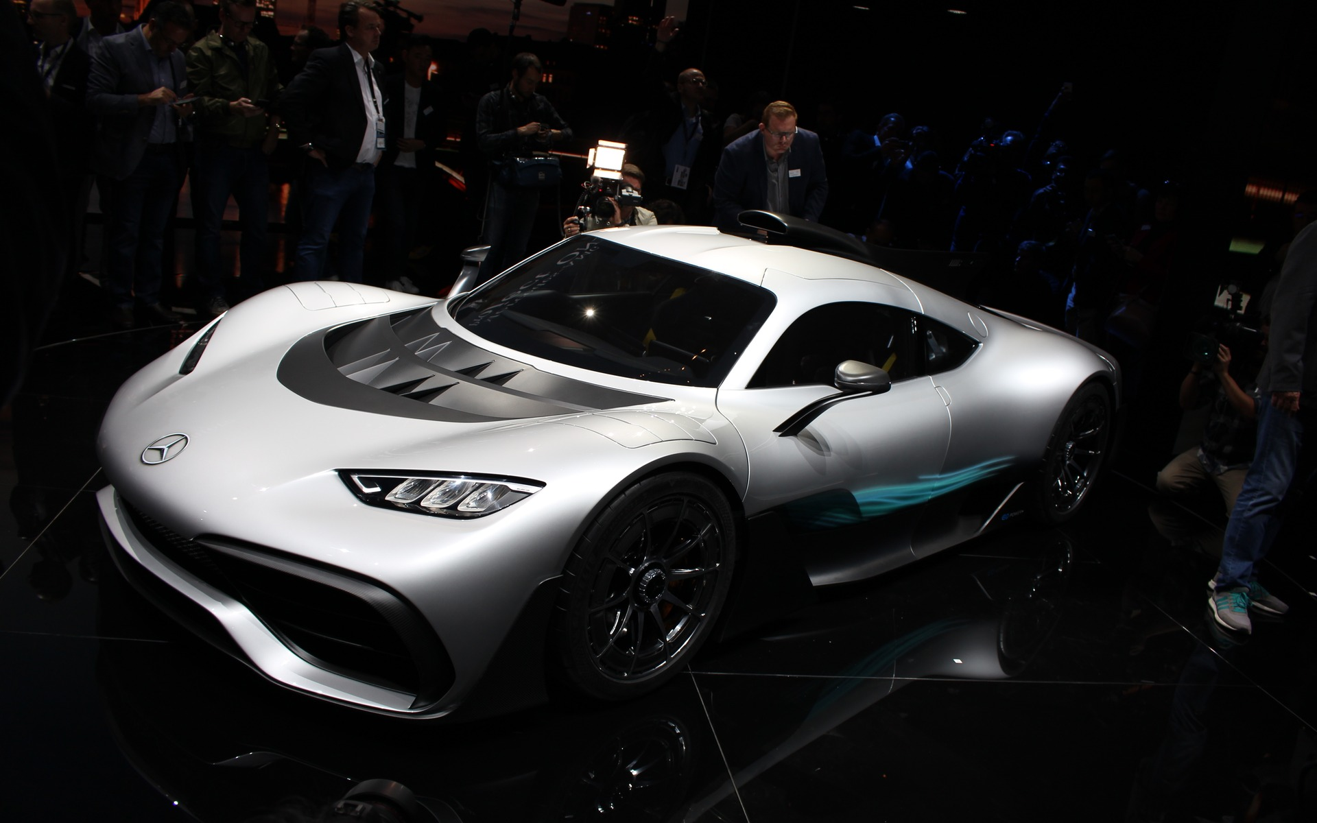 mercedes amg project one the roadgoing f1 finally unveiled the car guide. Black Bedroom Furniture Sets. Home Design Ideas