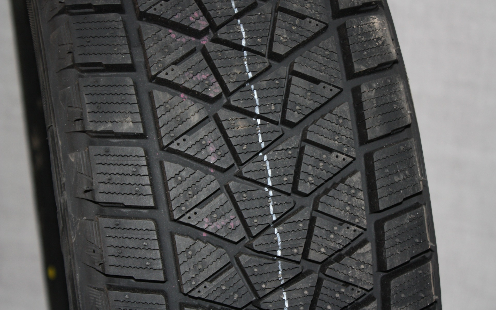 <p>Bridgestone Blizzak DM</p>