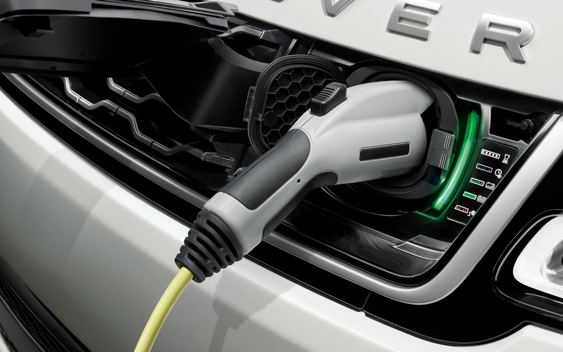 <p>2019 Range Rover Sport P400e plug-in hybrid</p>