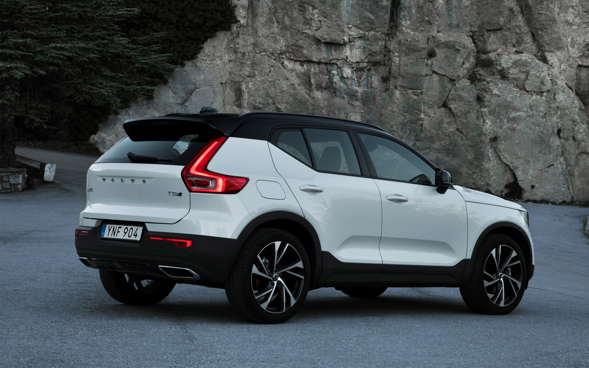 2019 volvo xc40 covering all the bases 2 11. Black Bedroom Furniture Sets. Home Design Ideas