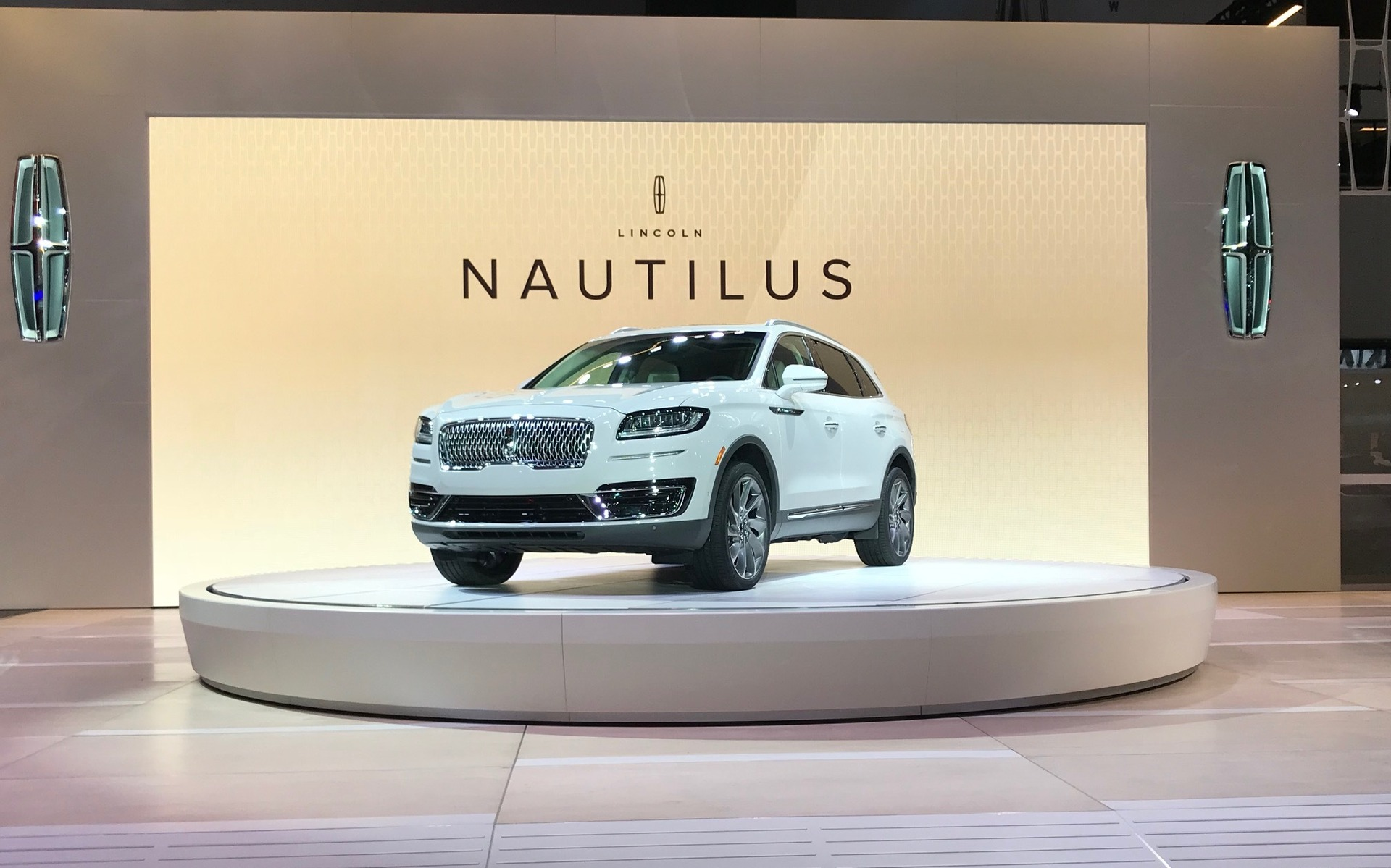 2019 Lincoln Nautilus Revealed Ahead of Los Angeles Auto Show - 1/23