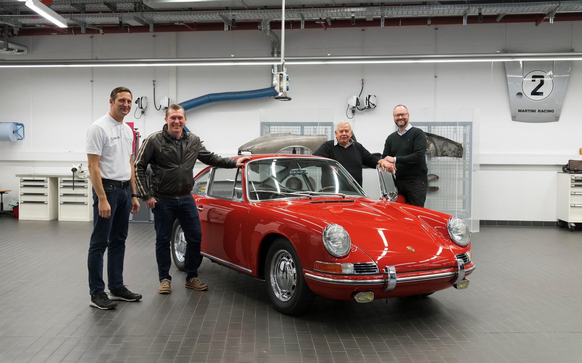 <p>Porsche 9011964</p>