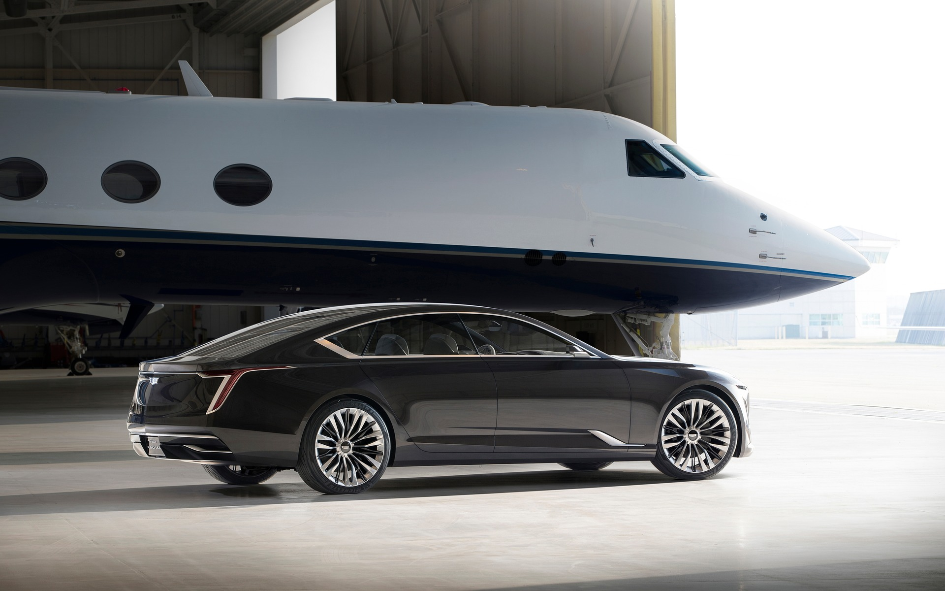 Cadillac Escala Concept Sits on Top of the Automotive ...