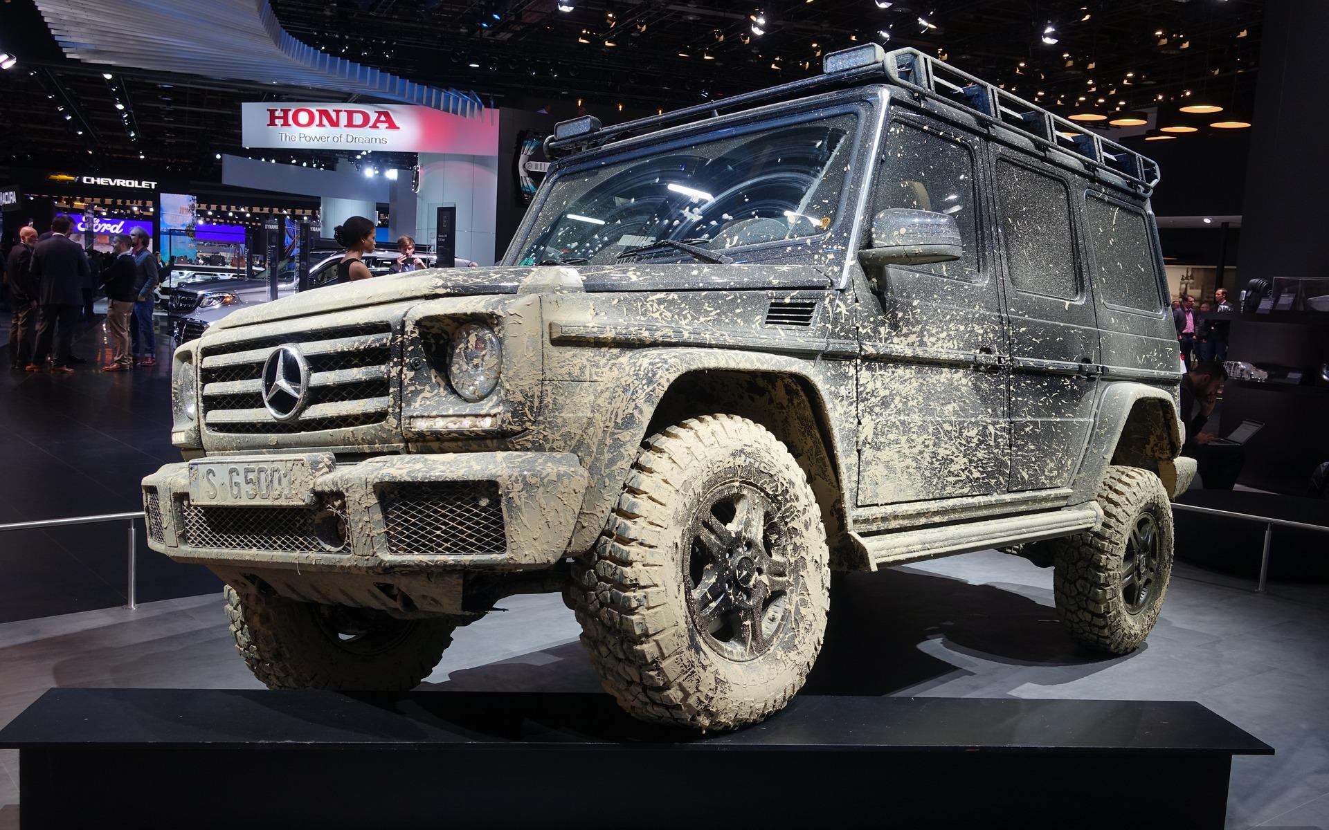 <p>Un Mercedes-Benz Classe G classique conduit comme il le faut</p>