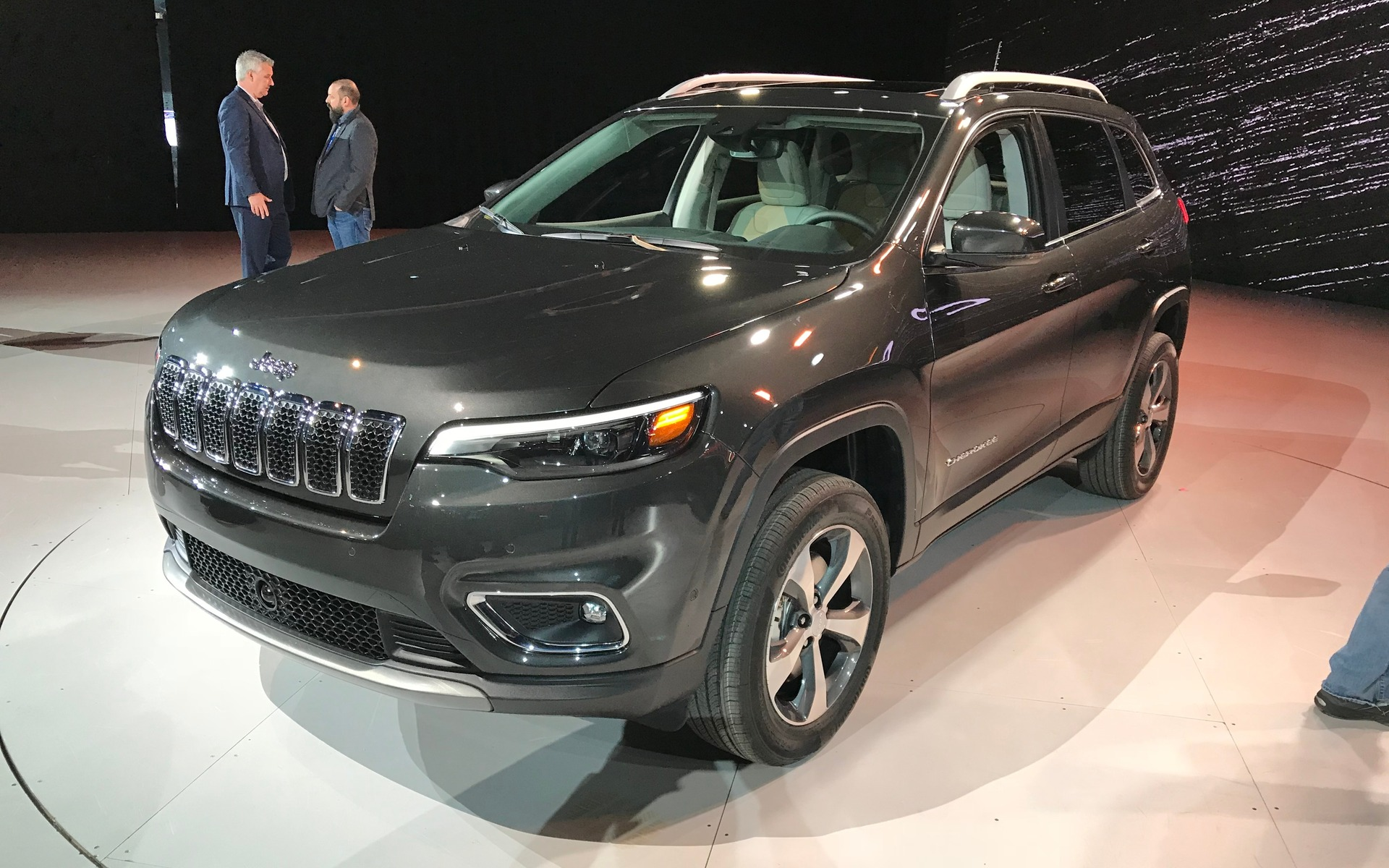 2019 jeep cherokee new look new engine the car guide. Black Bedroom Furniture Sets. Home Design Ideas