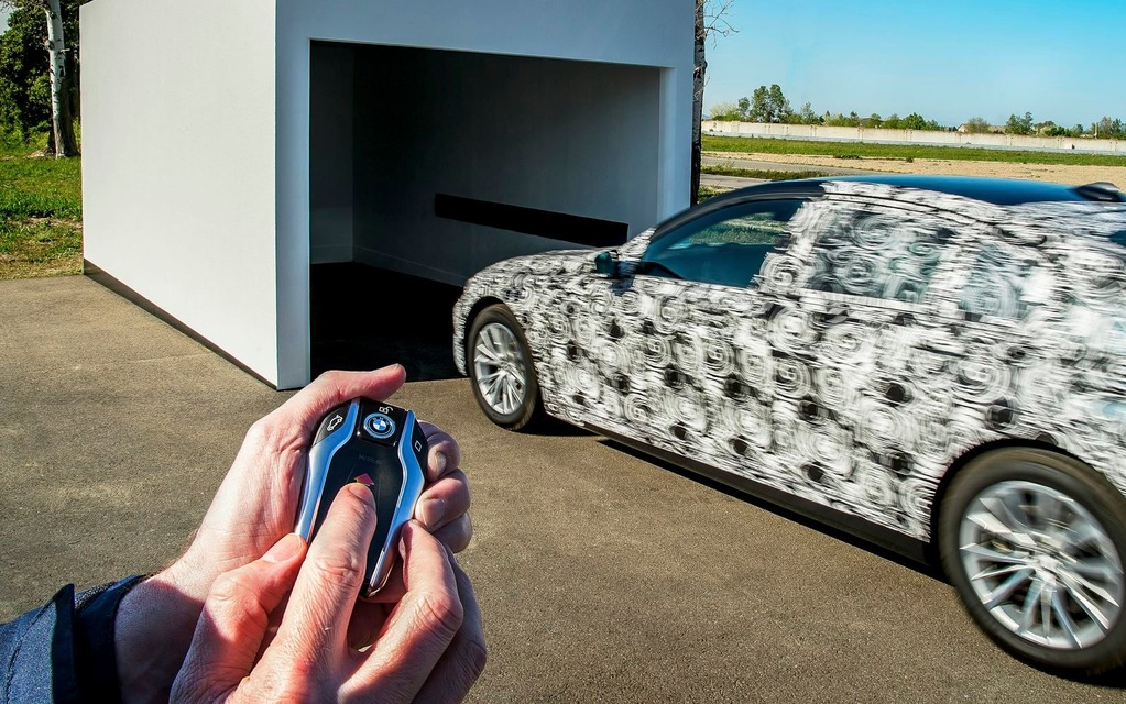 <p>BMW Remote Control Parking System.</p>