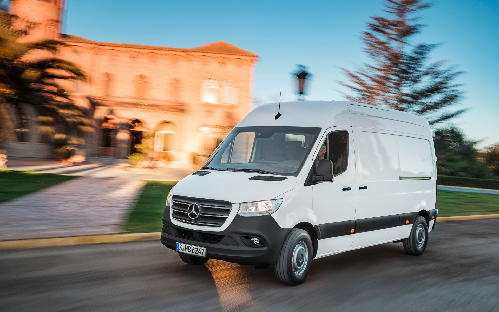 19e0481ee5 2019 Mercedes-Benz Sprinter Unveiled - The Car Guide