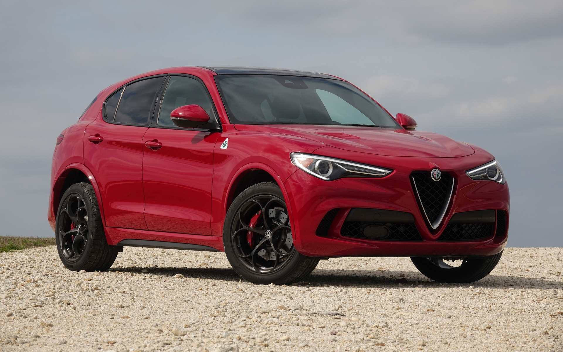 2018 alfa romeo stelvio quadrifoglio a wild beast in an italian suit the car guide. Black Bedroom Furniture Sets. Home Design Ideas