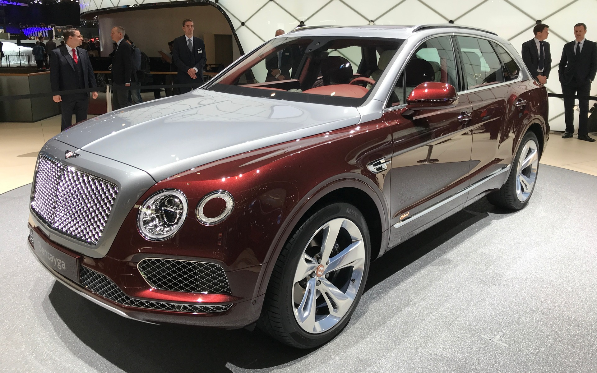 le bentley bentayga hybride rechargeable 2019 d voil guide auto. Black Bedroom Furniture Sets. Home Design Ideas