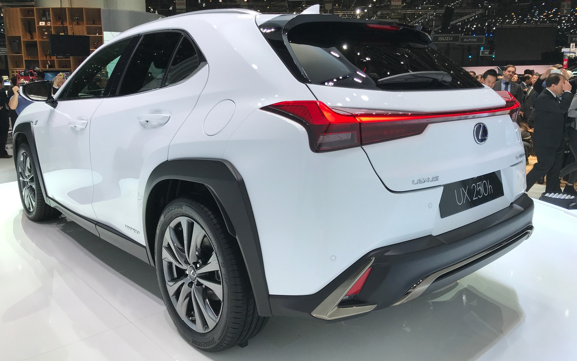 New Lexus Suv >> 2019 Lexus UX: the Brand's New Entry-level SUV is Coming! - 3/21