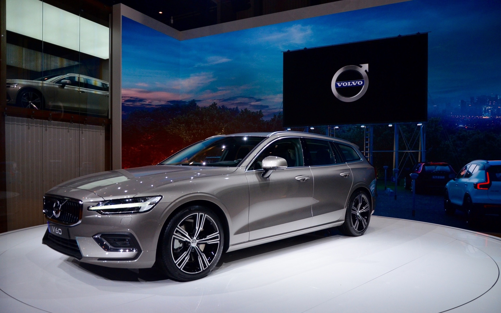 2019 Volvo V60 and 2019 Volvo XC40 Inscription North American Premieres in  New York